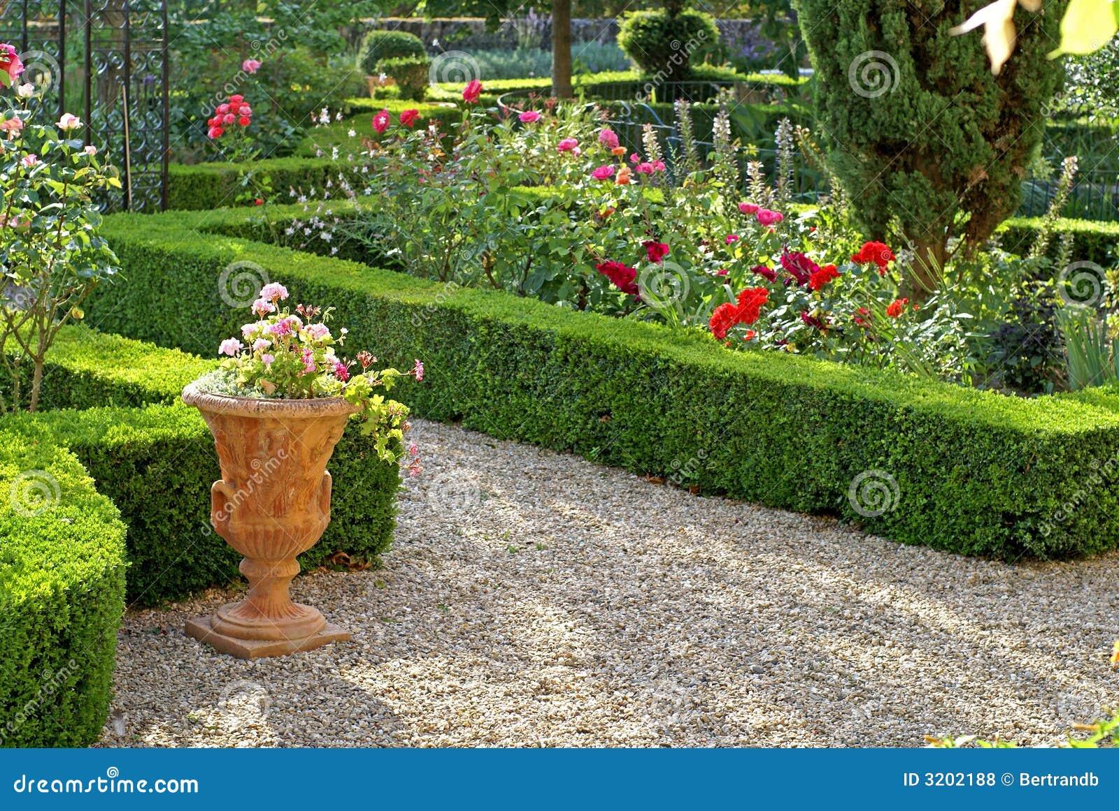 Formele tuin in de provence royalty vrije stock foto 39 s afbeelding 3202188 - Formele meubilair ...