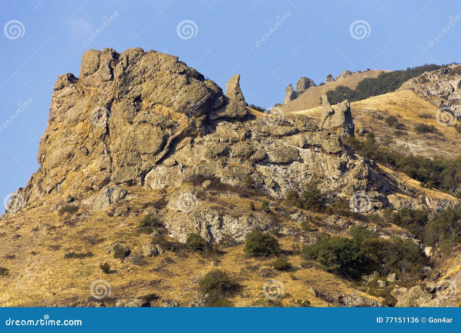 Formes intéressantes des roches, constituées par la lave d un volcan éteint Kara-Dag