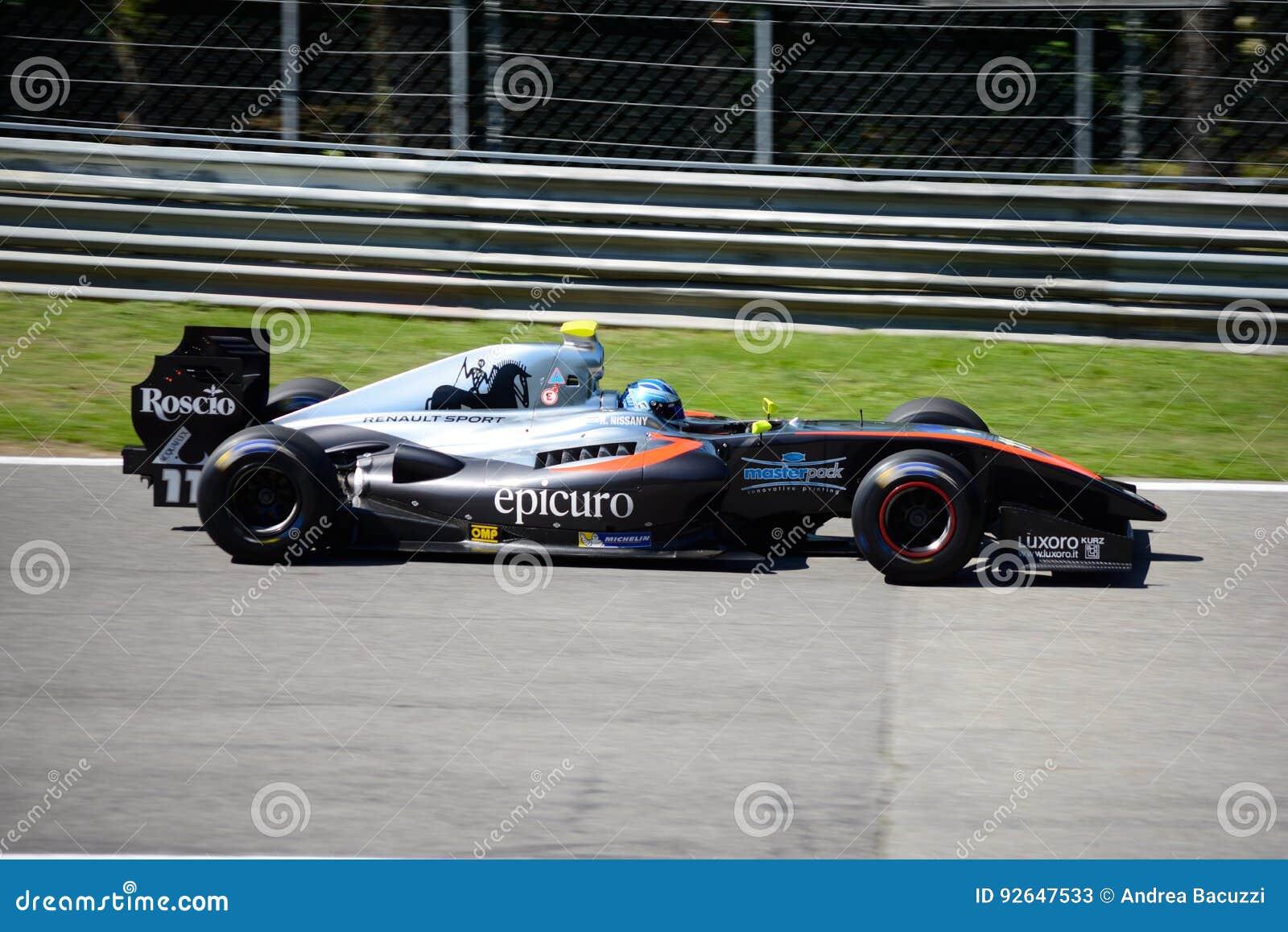 Formuły V8 pilot Roy Nissany w akci