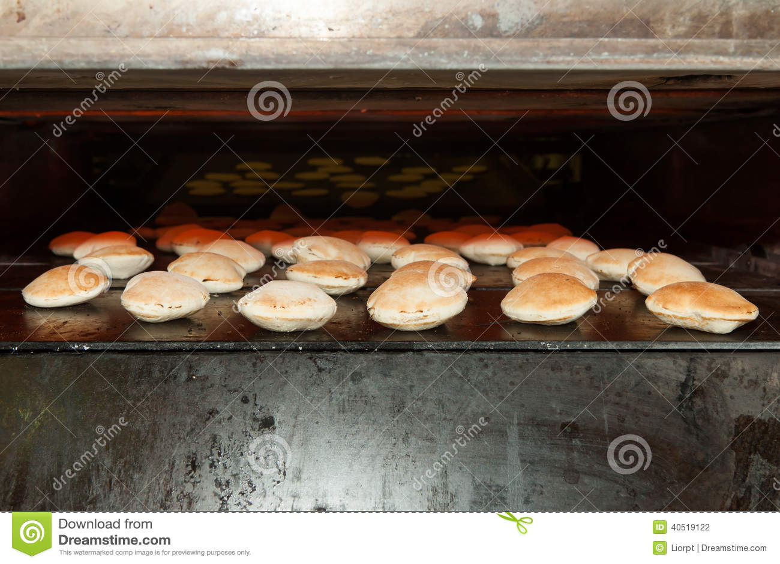 Forno do cozimento com pão do pão árabe