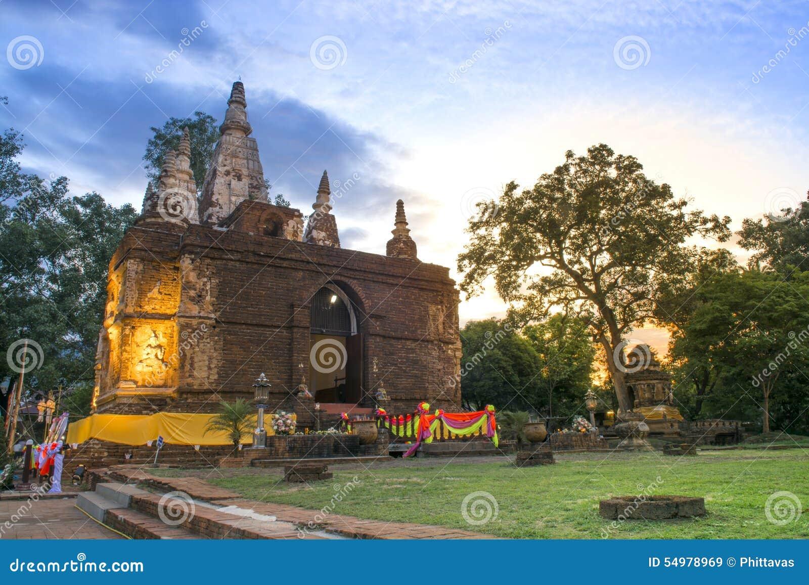 Forntida arkitektur i Chiangmai, Thailand (Wat Jed Yod)