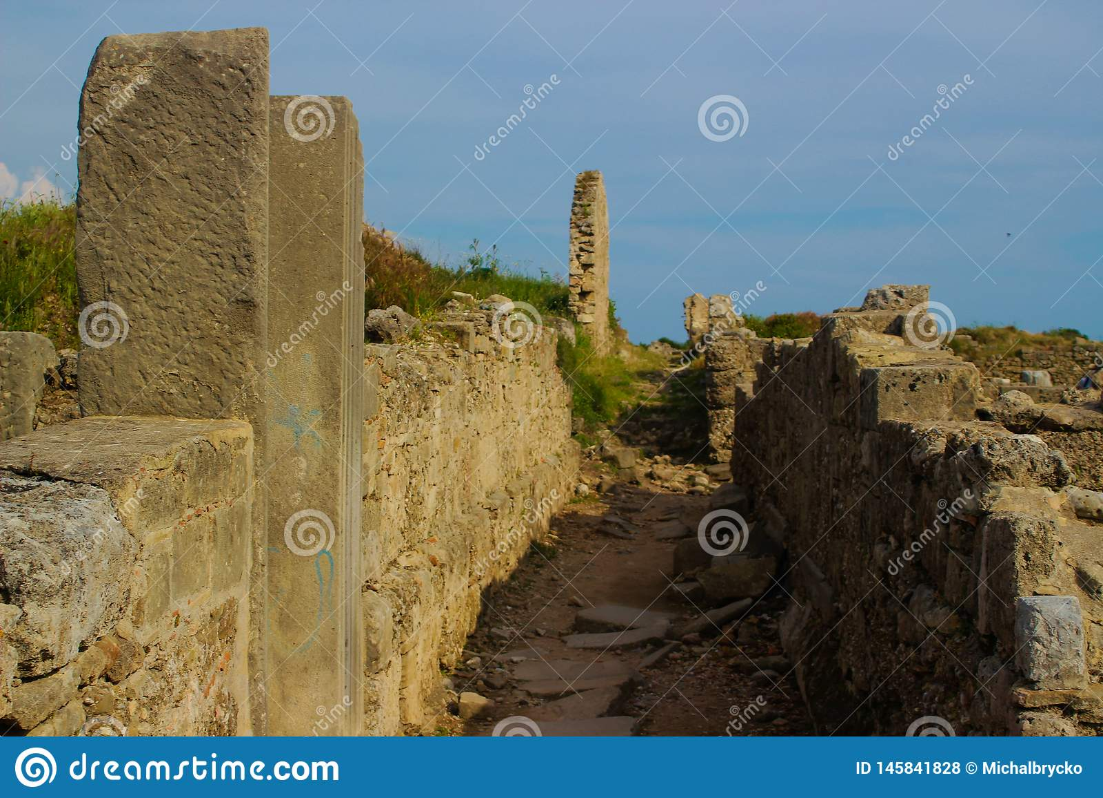 Forntida byggnader f?rd?rvar