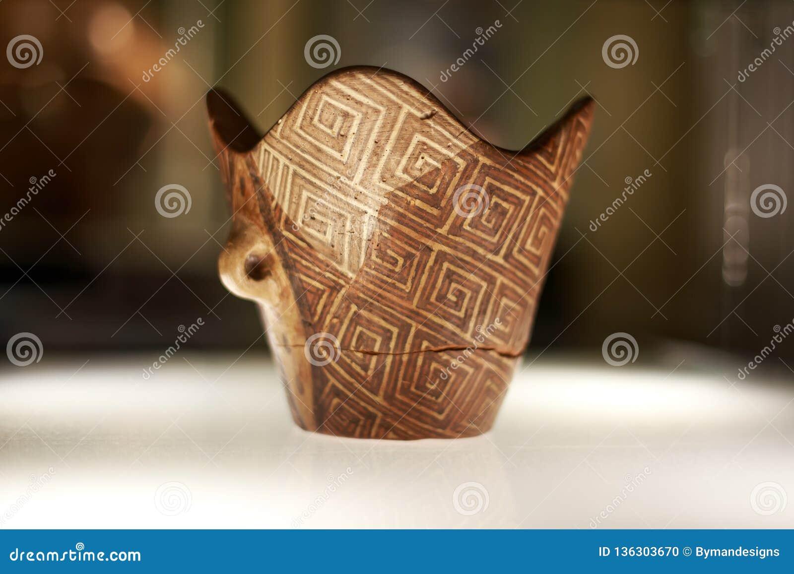 Forntida handgjort keramiskt för Cucuteni kultur