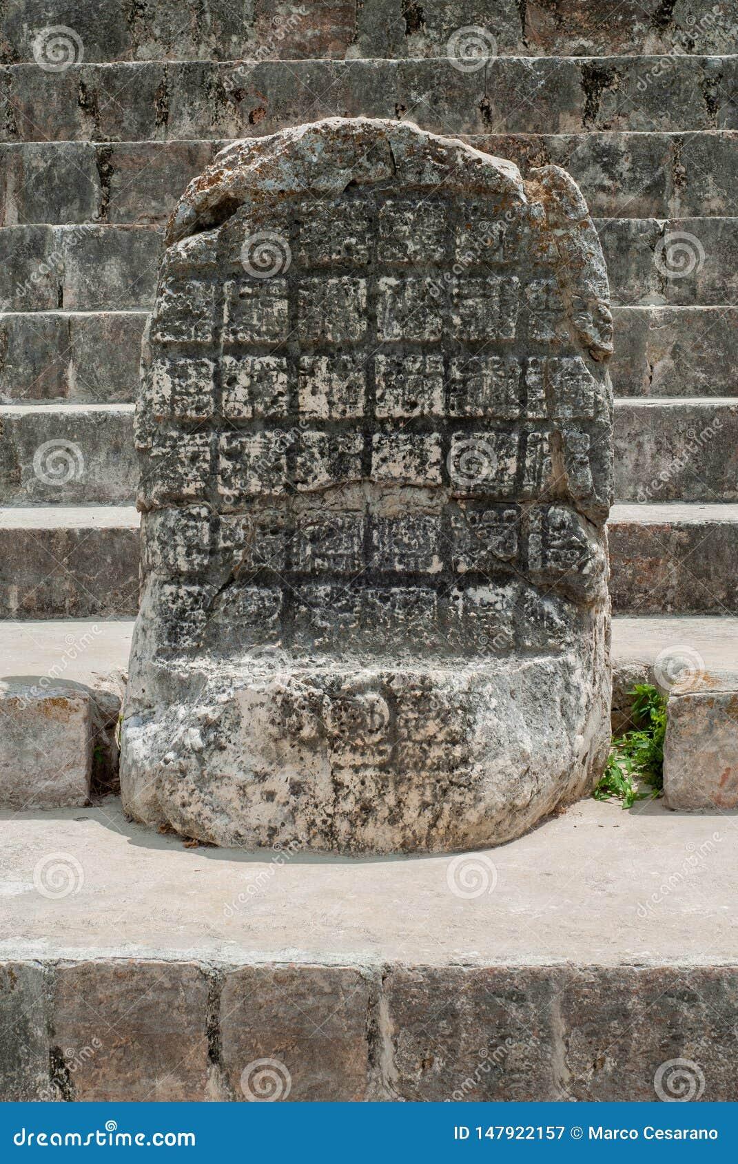 Forntida Mayan gravyr, i det arkeologiska området av Ek Balam