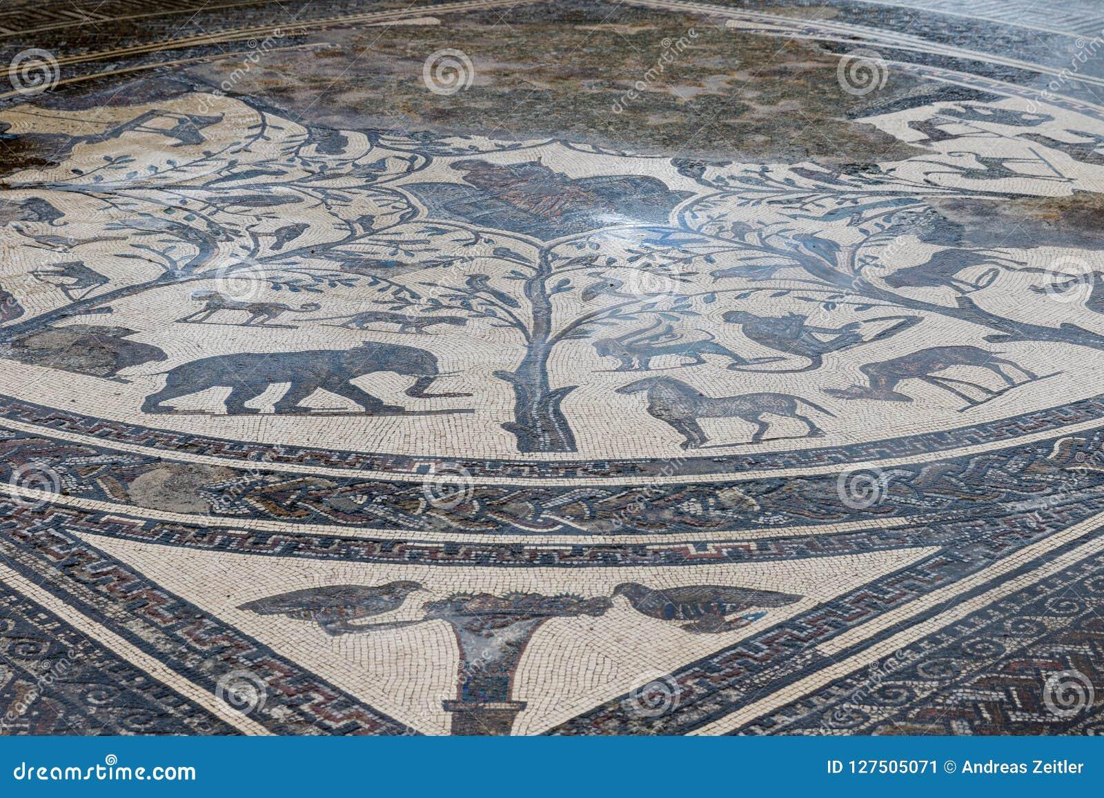 Forntida roman Volubils fördärvar och mosaiker