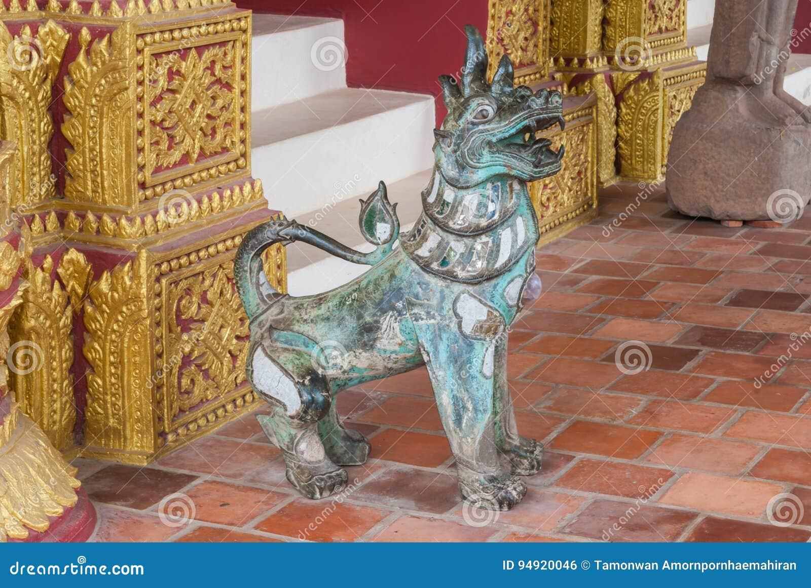 Forntida Singha lejon, magiskt djur i buddismlegend, staty som åldras över 150 år
