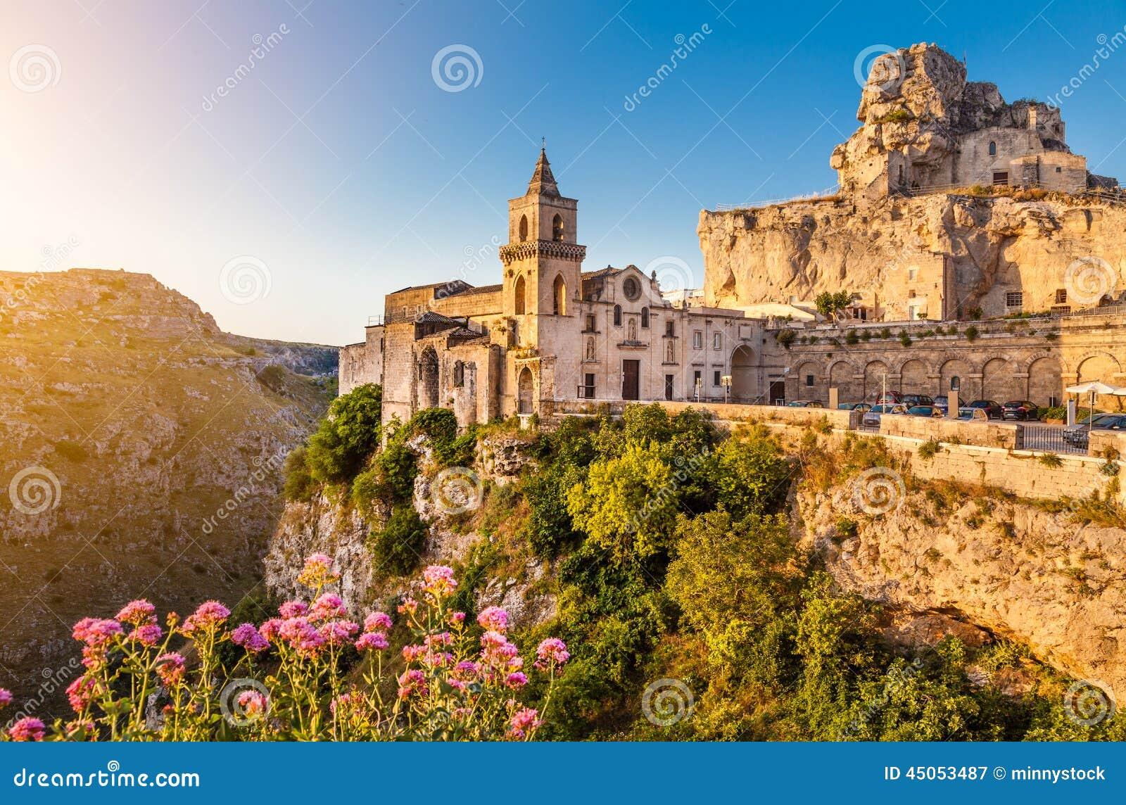 Forntida stad av Matera på soluppgång, Basilicata, Italien