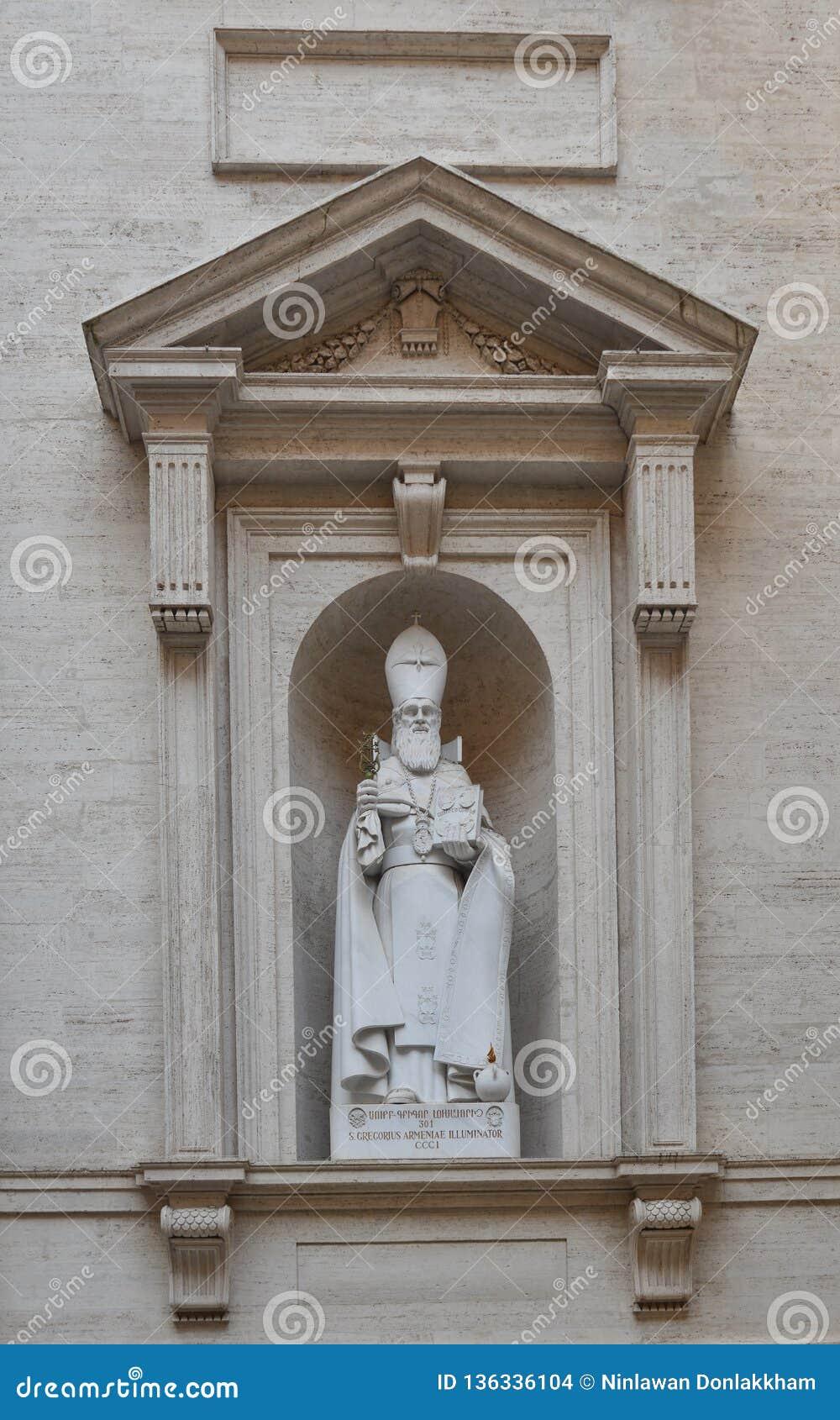 Forntida staty av Sten Peter Basilica