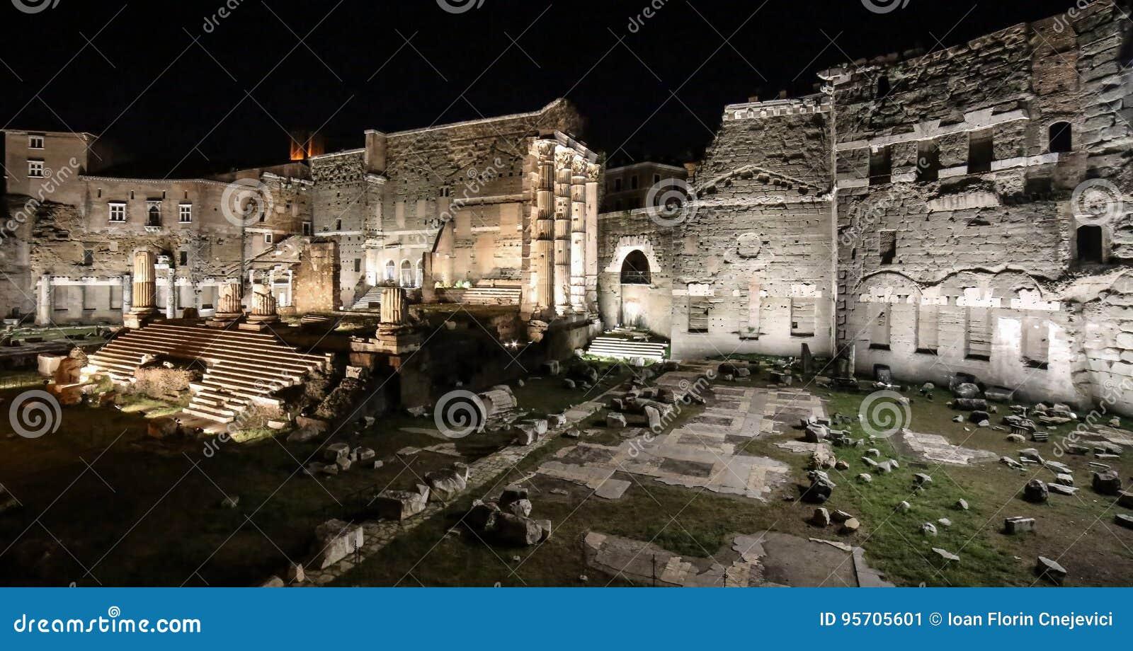 Foro di Augusto la nuit, Rome, Italie