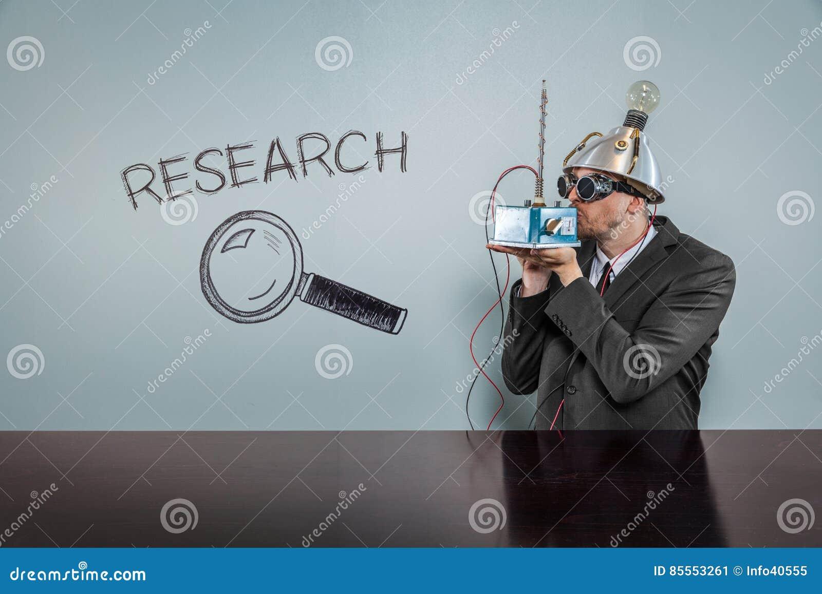 Forschungstext mit Weinlesegeschäftsmann
