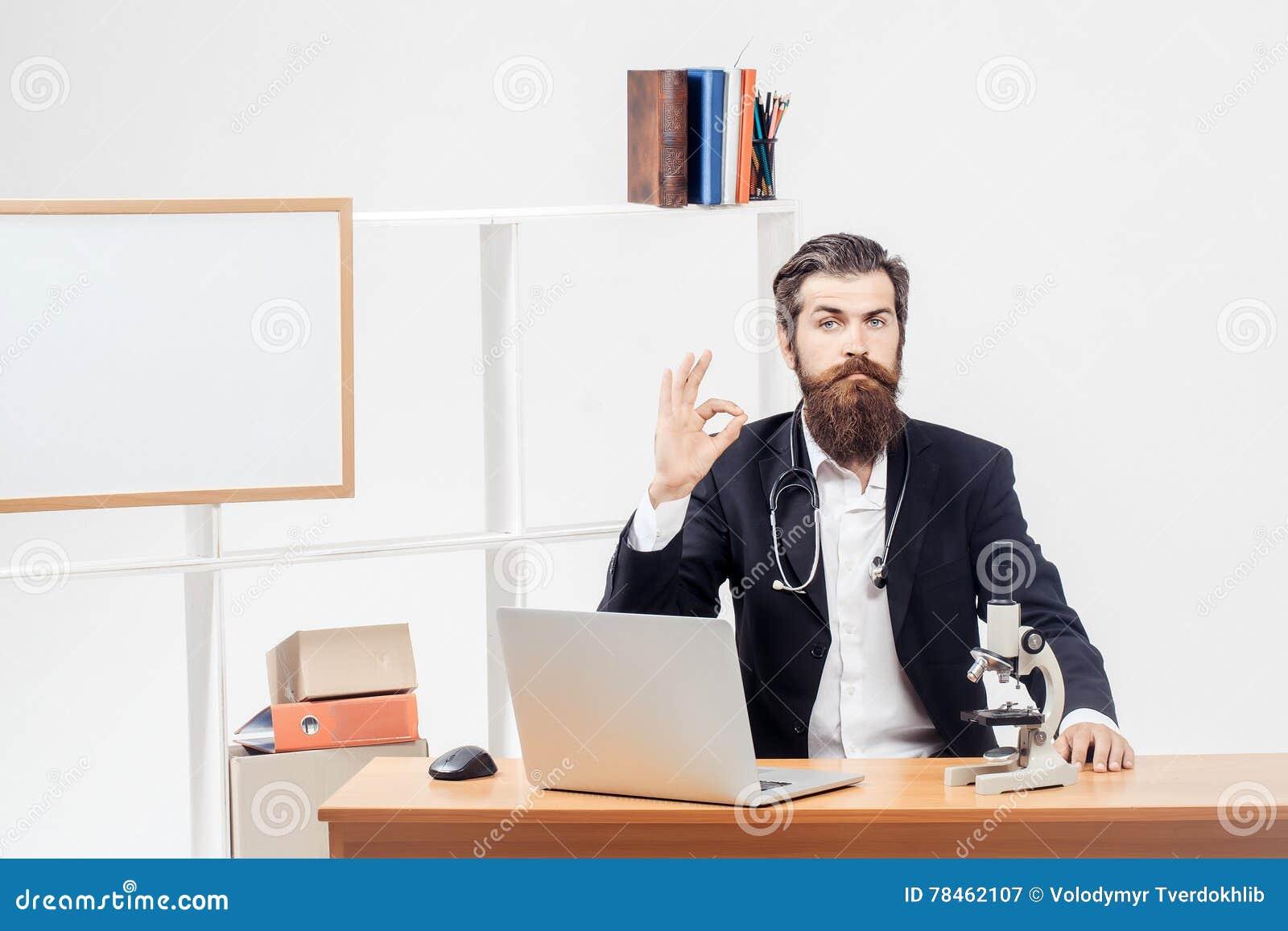 Forskareuppvisning som är reko på arbetsplatsen