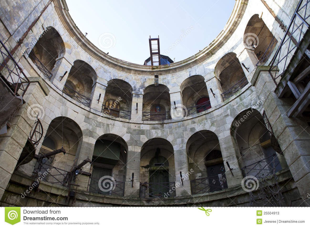 Fort boyard int rieur france photos stock image 25504913 for Interieur frans