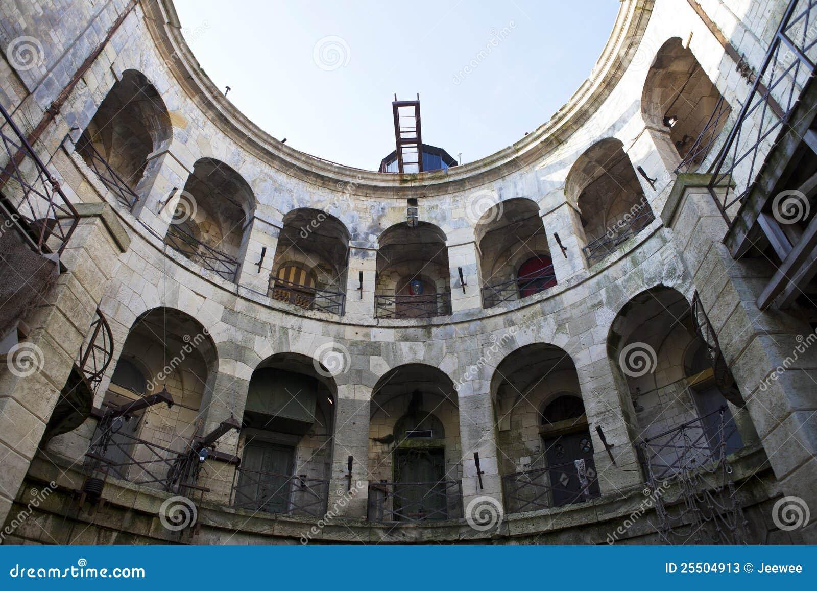 Fort boyard int rieur france photos stock image 25504913 for Interieur francais