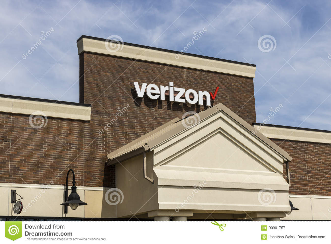 Fort Wayne - cerca do abril de 2017: Lugar do retalho de Verizon Wireless Verizon é uma das empresas as maiores da tecnologia XII