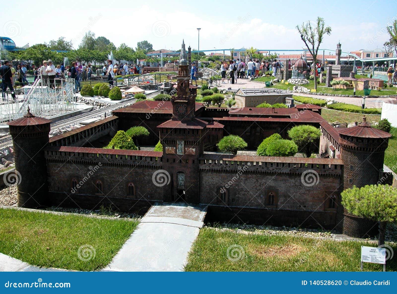 Fortaleza de Milão no parque temático 'Itália na miniatura 'Italia no miniatura Viserba, Rimini, Itália