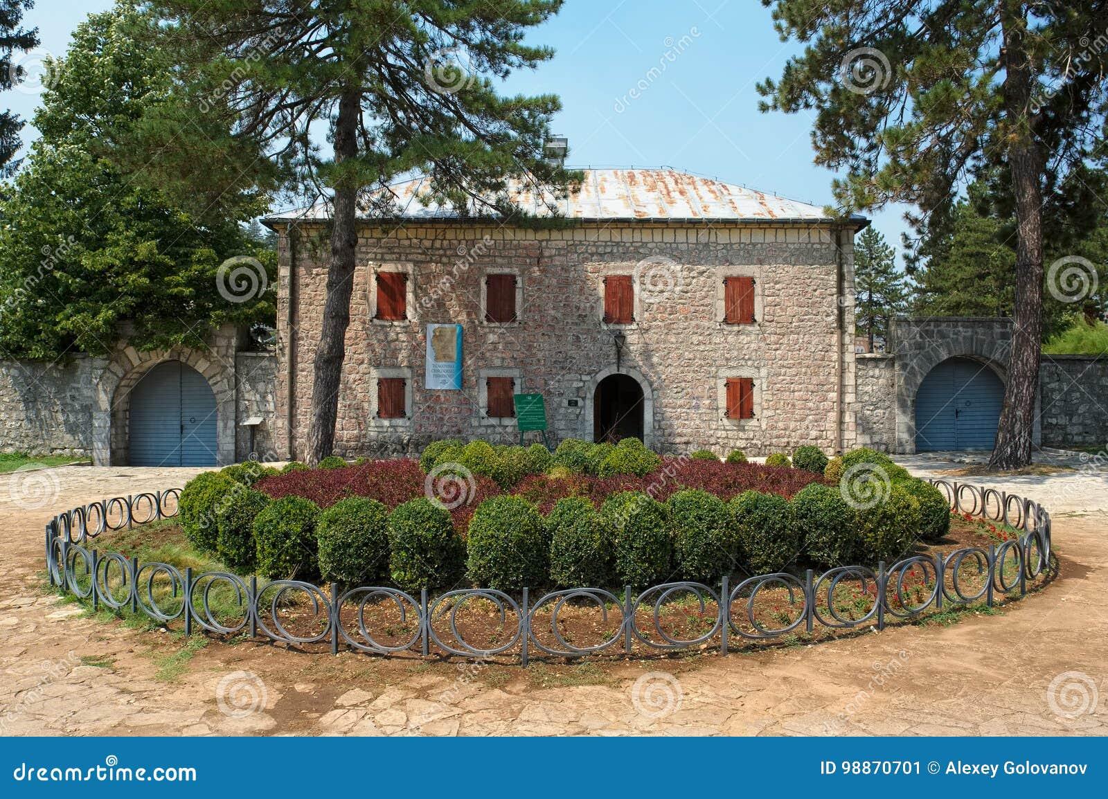 Fortaleza histórica Biljarda no centro da cidade Cetinje
