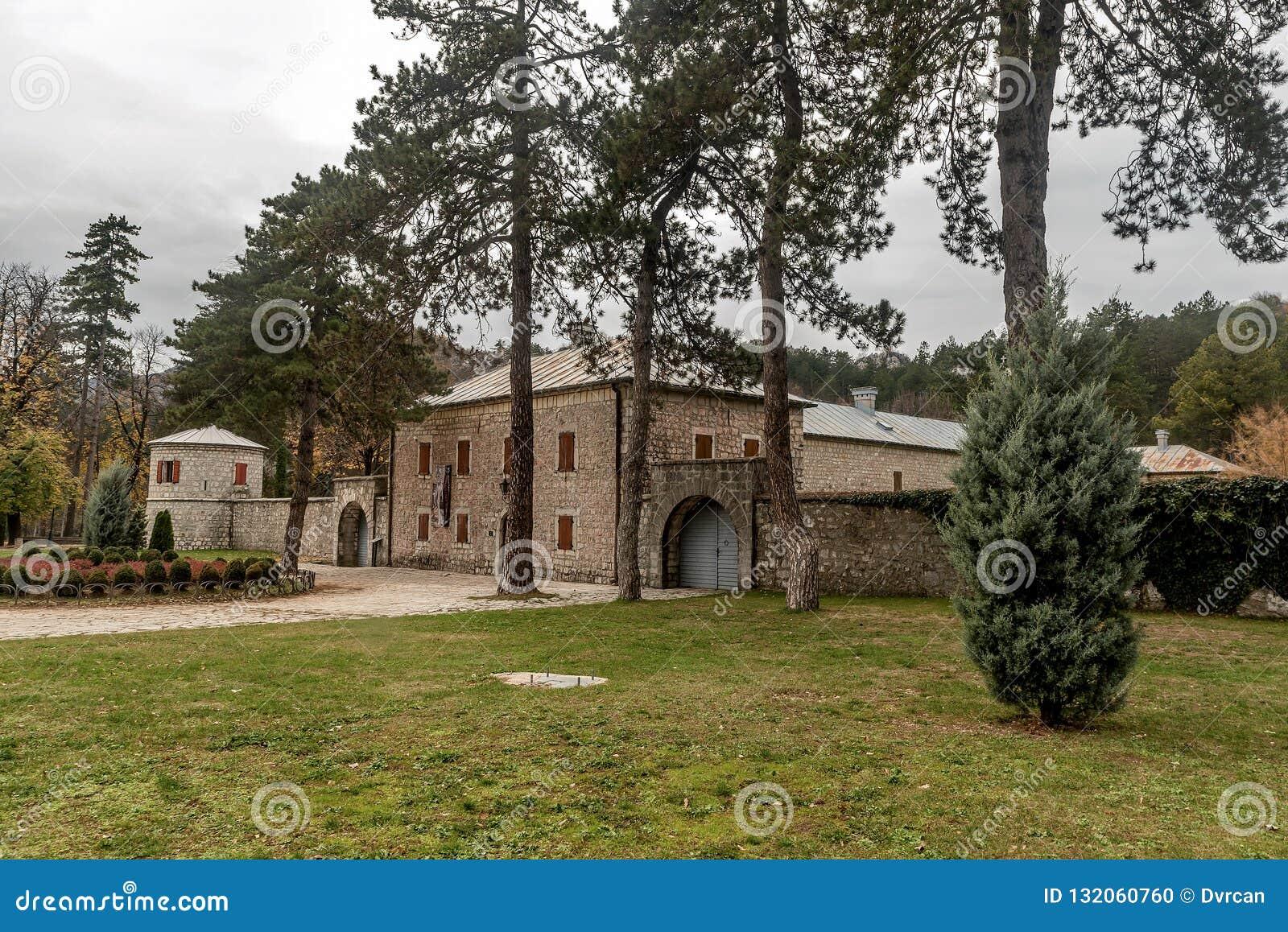 A fortaleza histórica Biljarda no centro da cidade Cetinje construiu