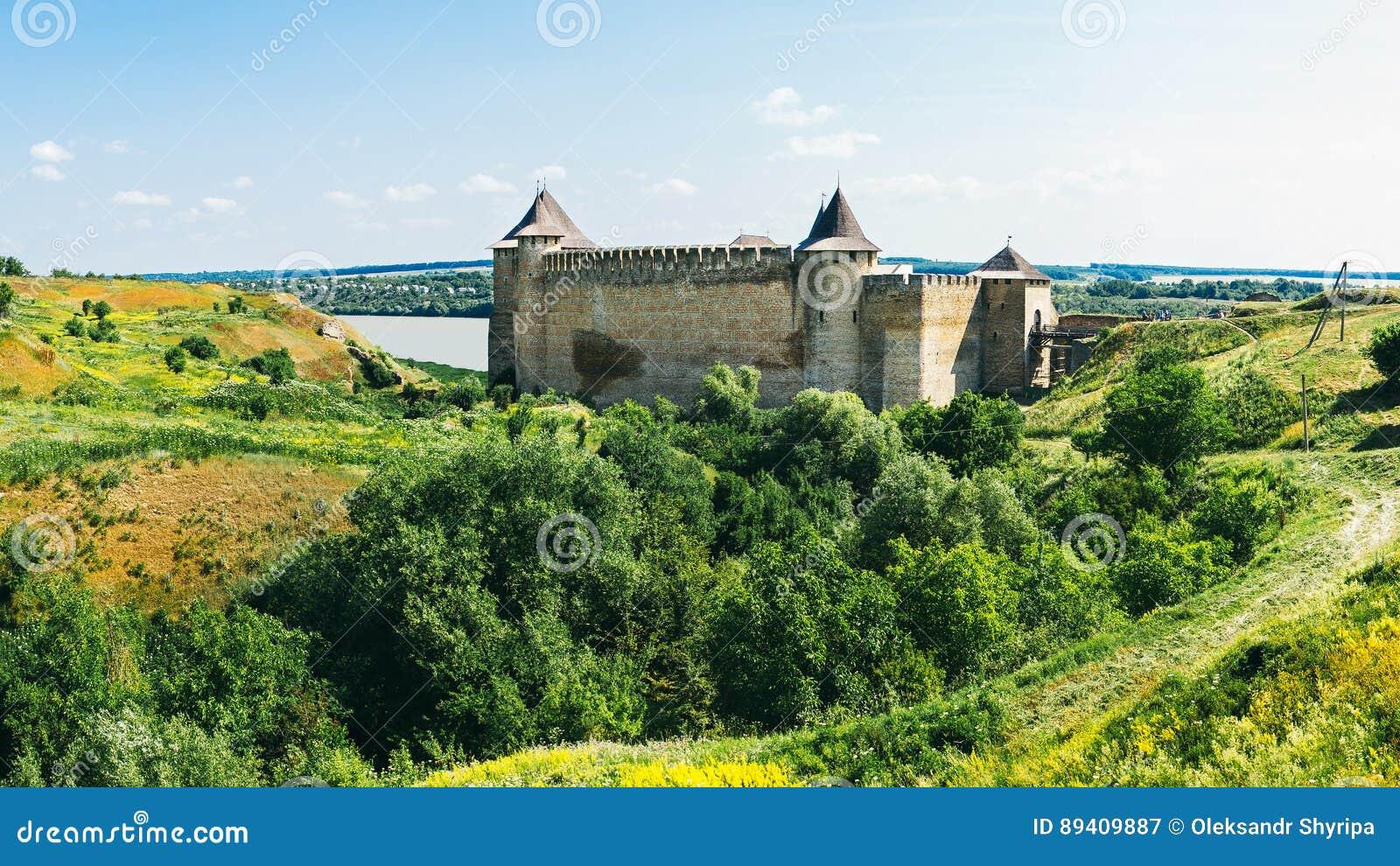 Fortaleza medieval na cidade Ucrânia ocidental de Khotyn