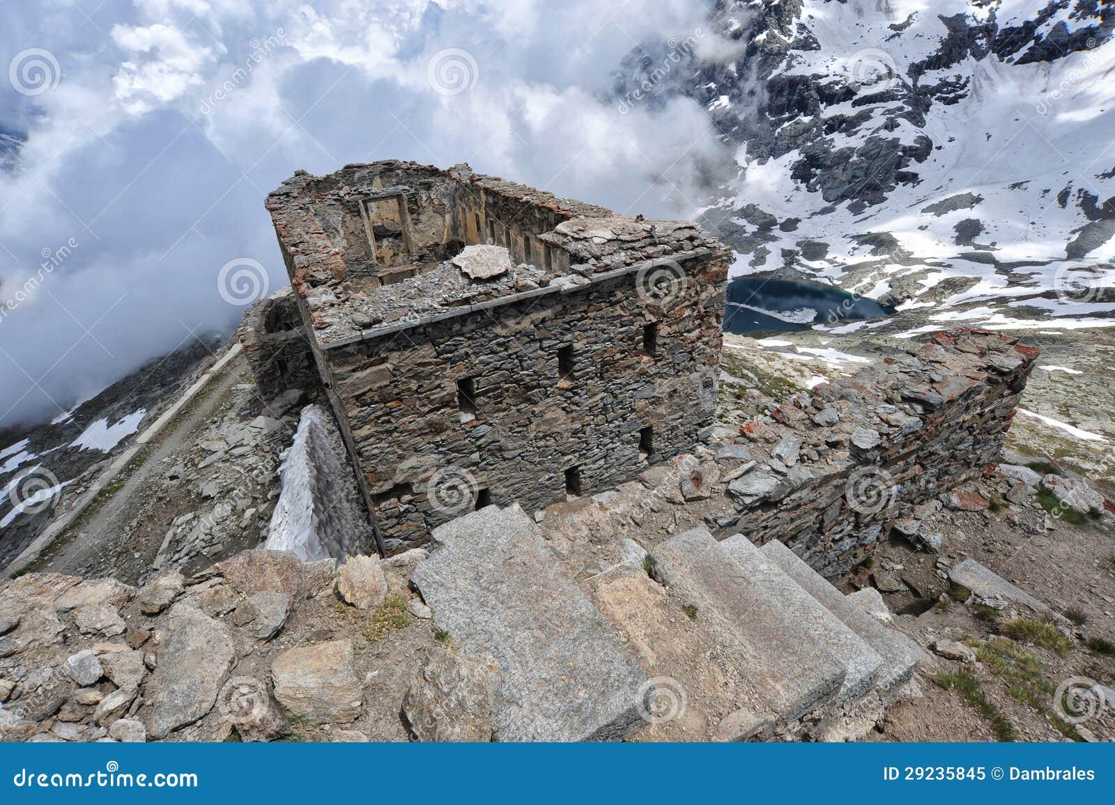 Download Forte Malamot imagem de stock. Imagem de montanha, verde - 29235845