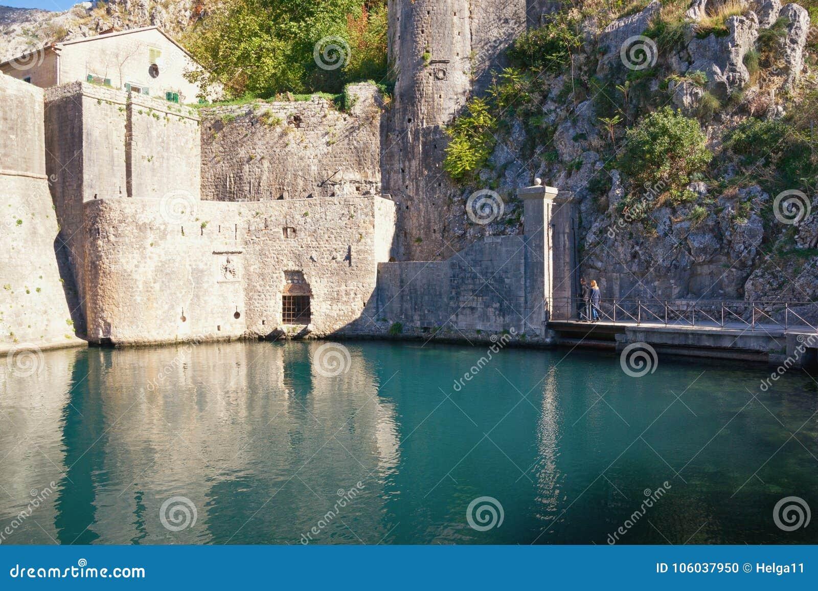 Forteca Stary miasteczko Kotor Widok południowe ściany i Gurdic brama Montenegro