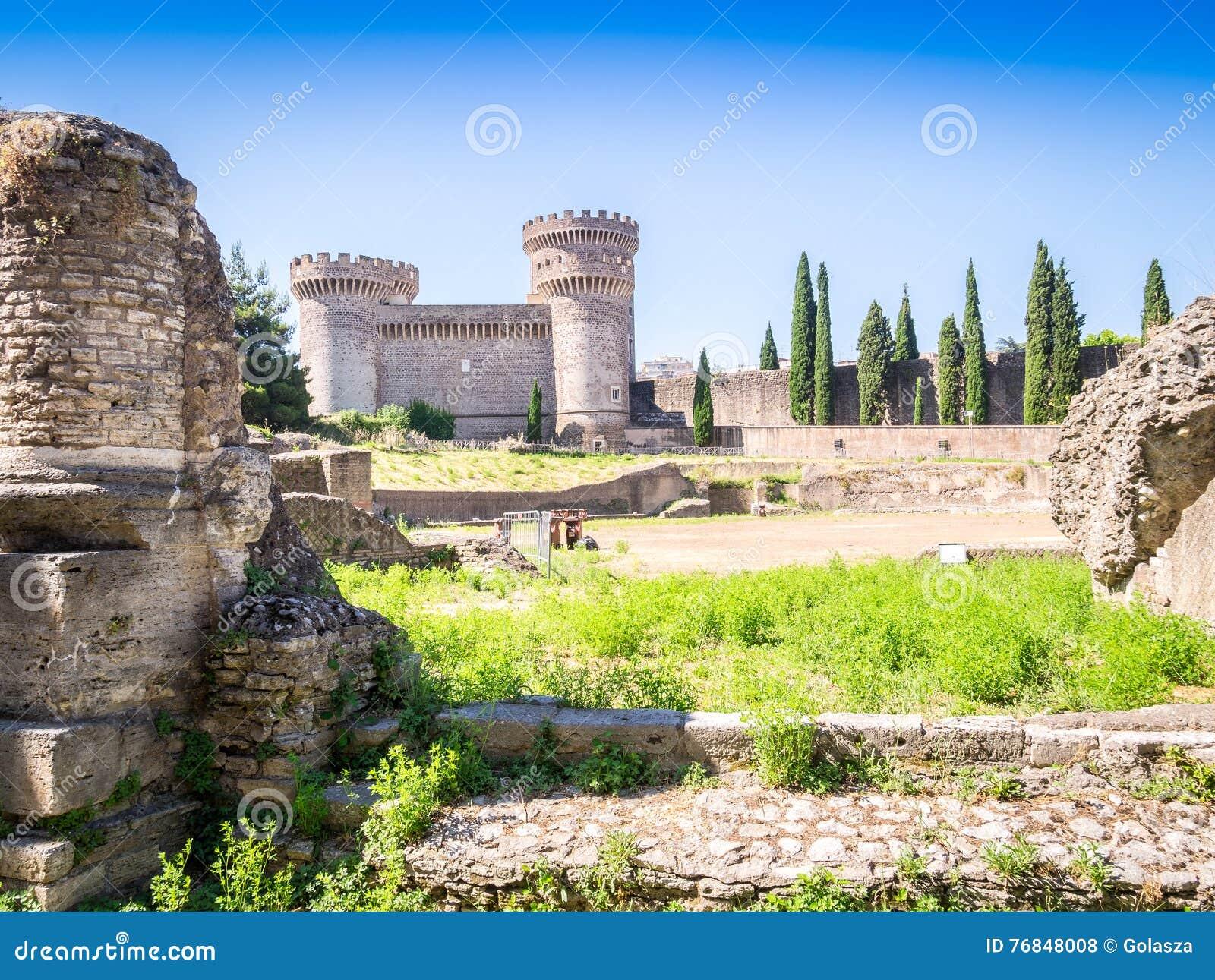 Fortecy Rocca Pia Di Bleso i Amfiteatr, Tivoli, Włochy