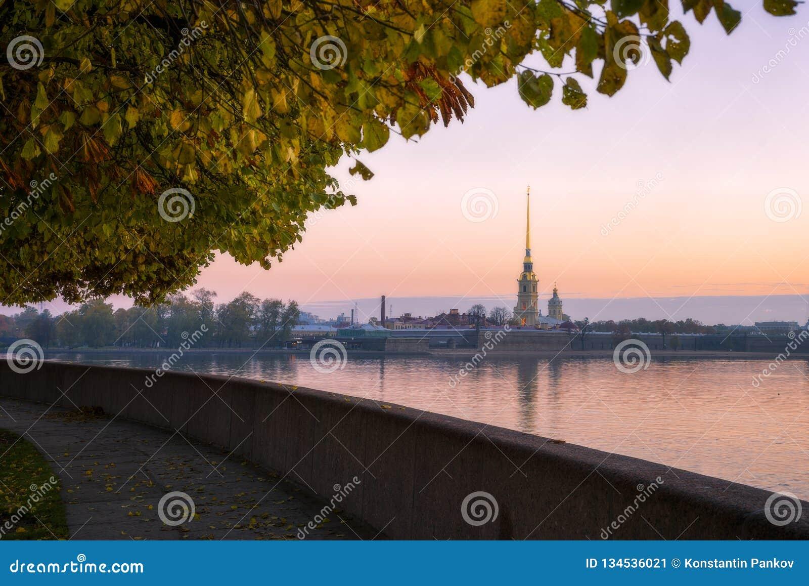 Fortezza del Paul e del Peter a St Petersburg