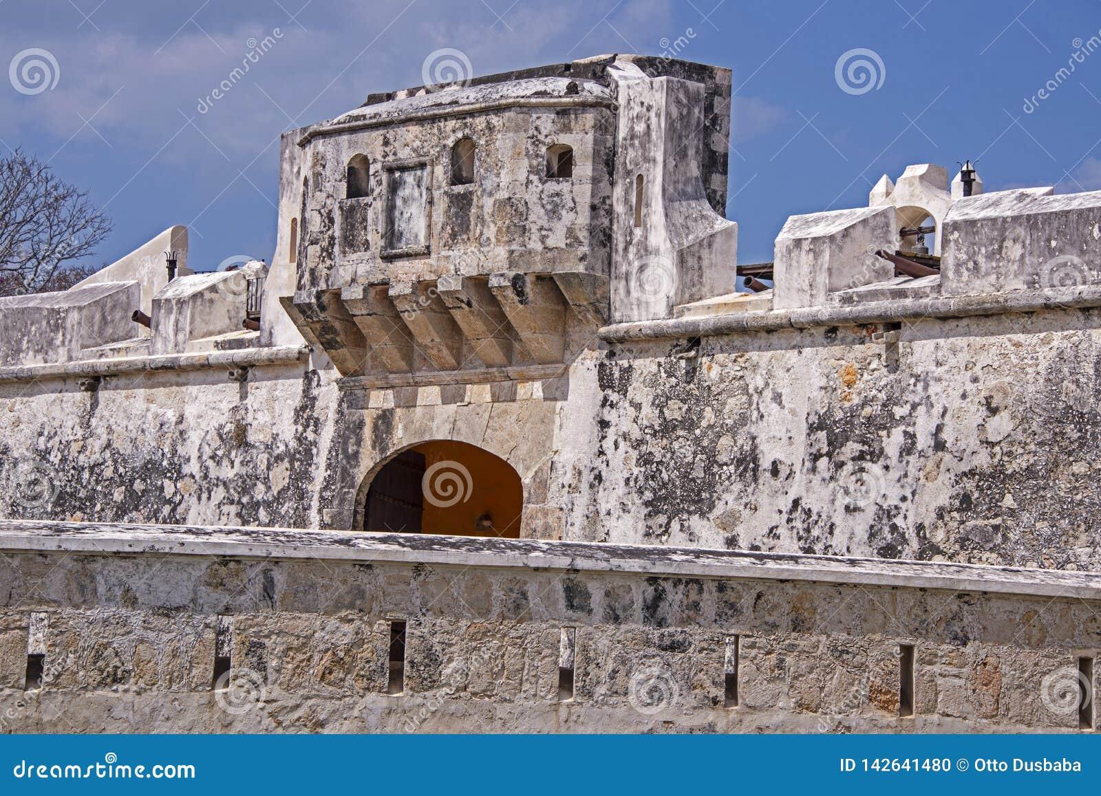 Fortifications antiques contre des pirates
