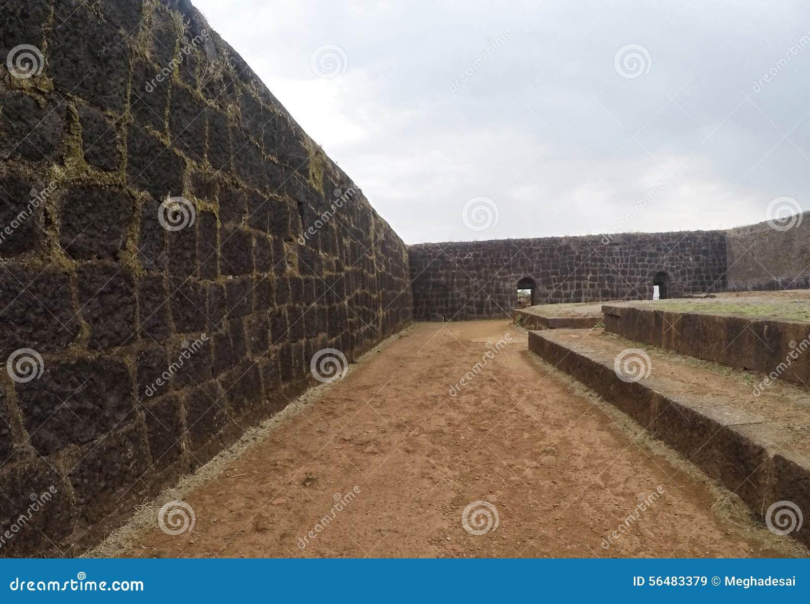 Fortifications de fort et d intérieur de Raigad