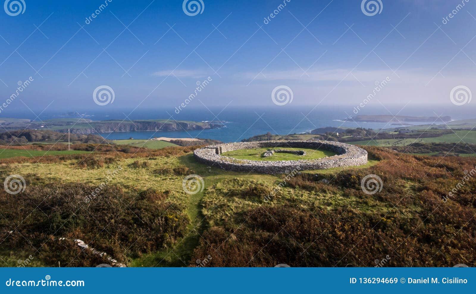 Fortificazione della pietra di Knockdrum Sughero della contea, Irlanda