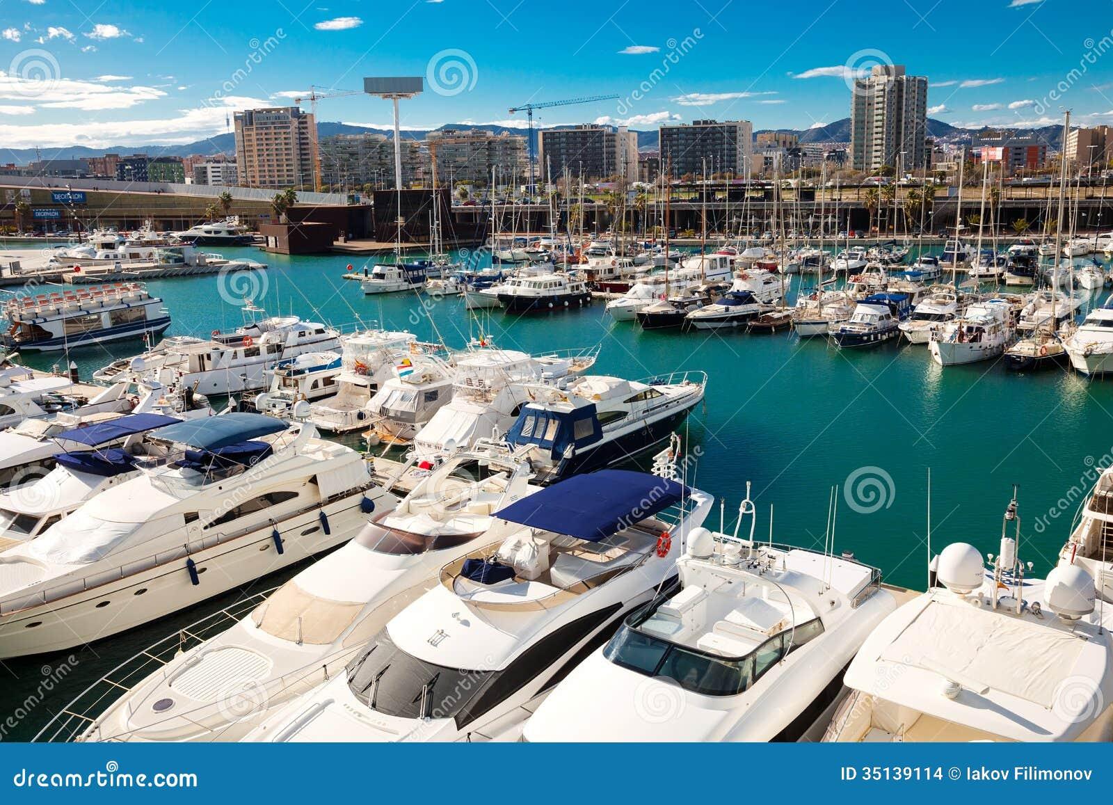 Forum de port barcelone espagne image stock ditorial image 35139114 - Port de plaisance barcelone ...
