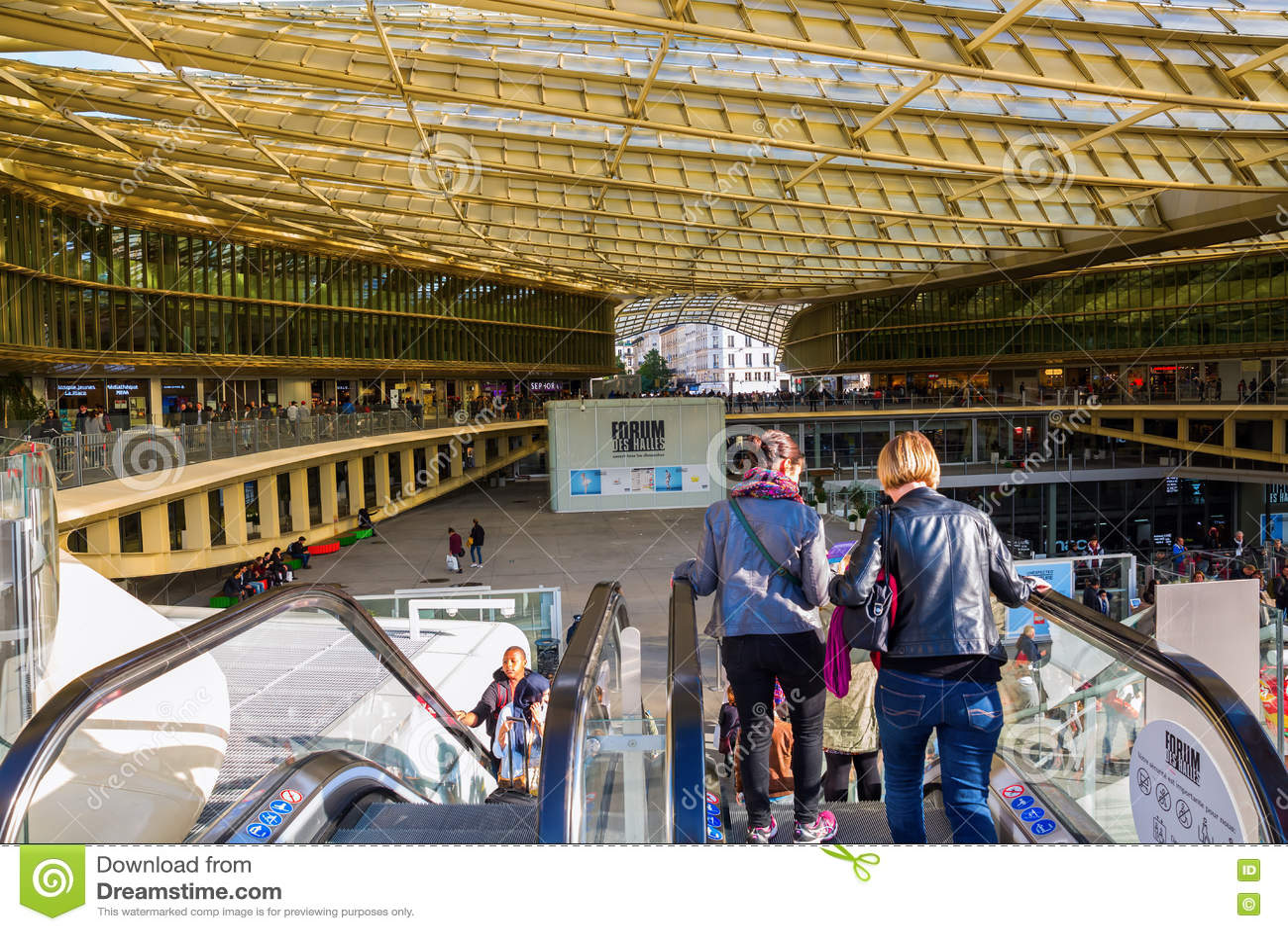 Forum les halles in paris france editorial photography image 81948912 - Les halles boutiques ...