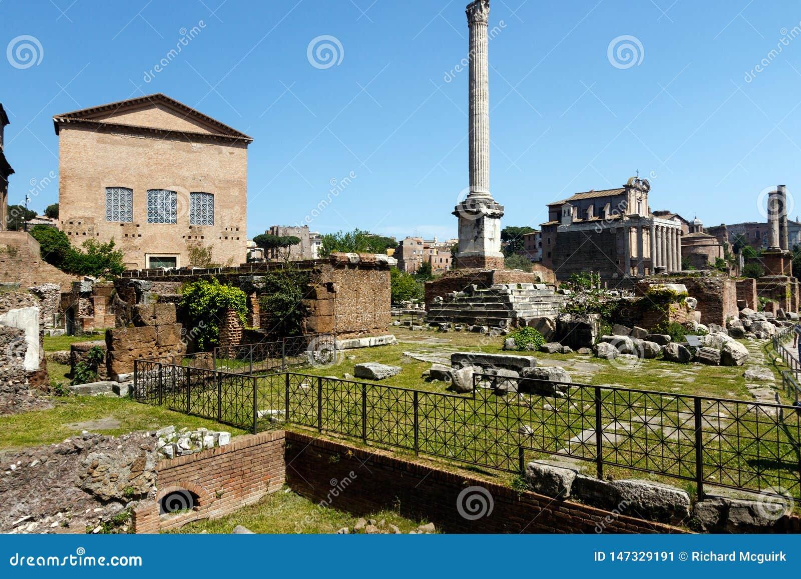 Forum ? Rome avec un fond de ciel bleu