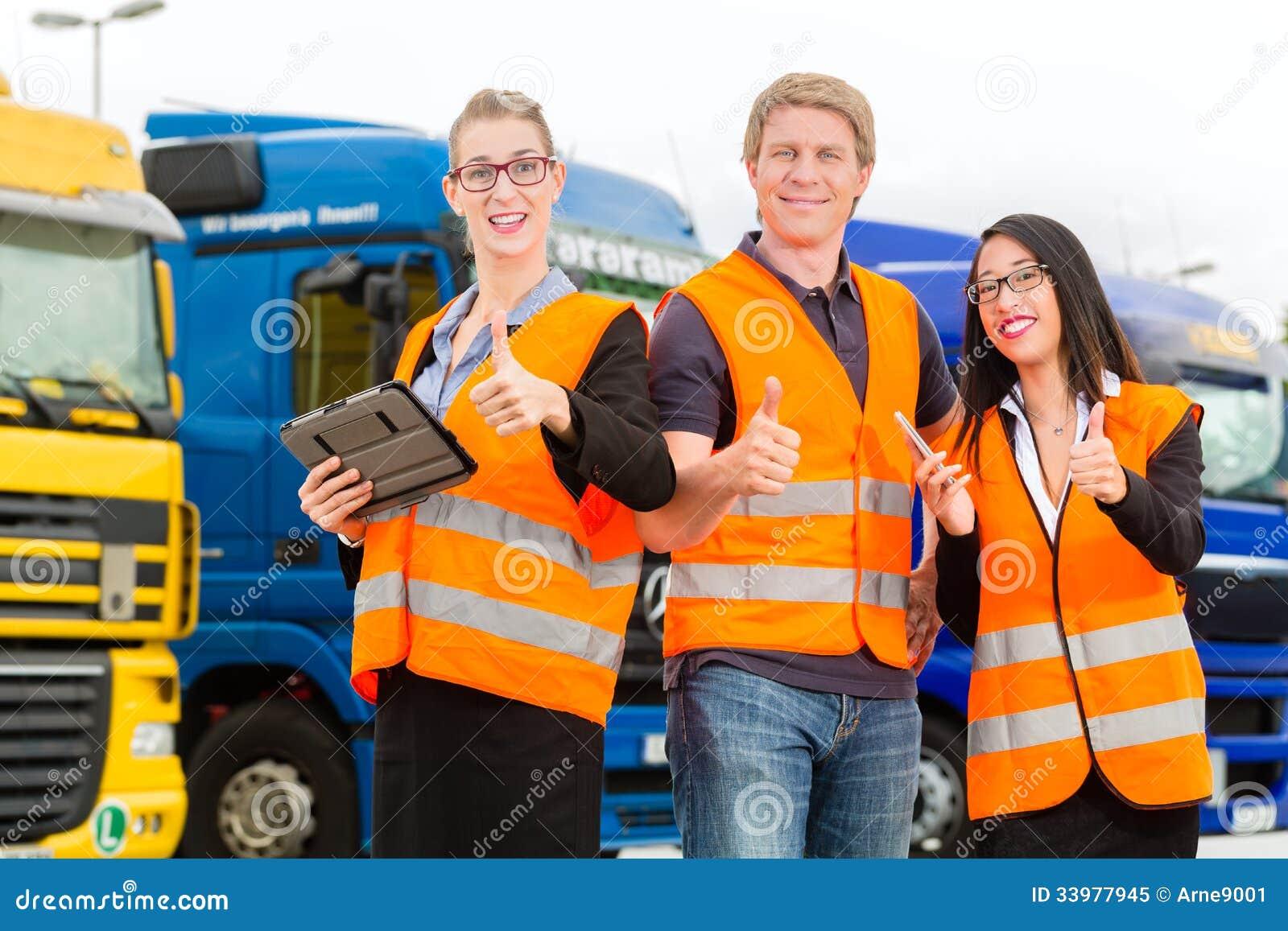 Forwarder voor vrachtwagens op een depot