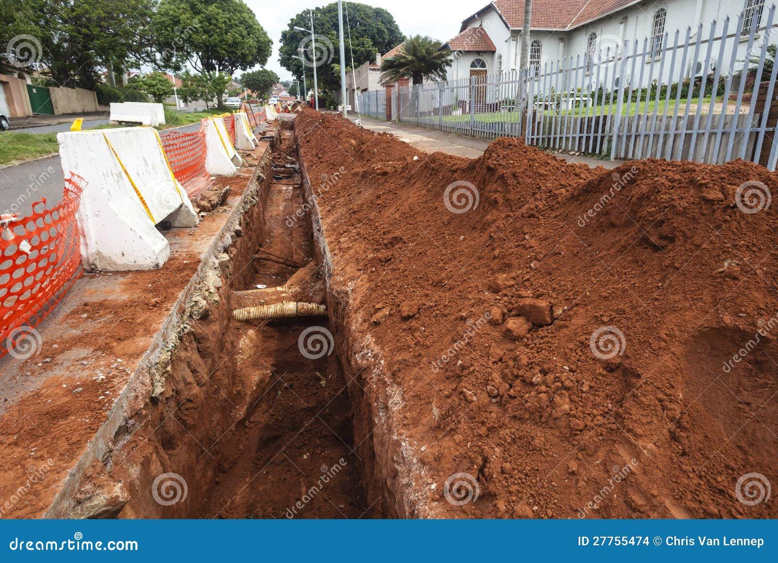 Fossé de pipe de terrassements de route