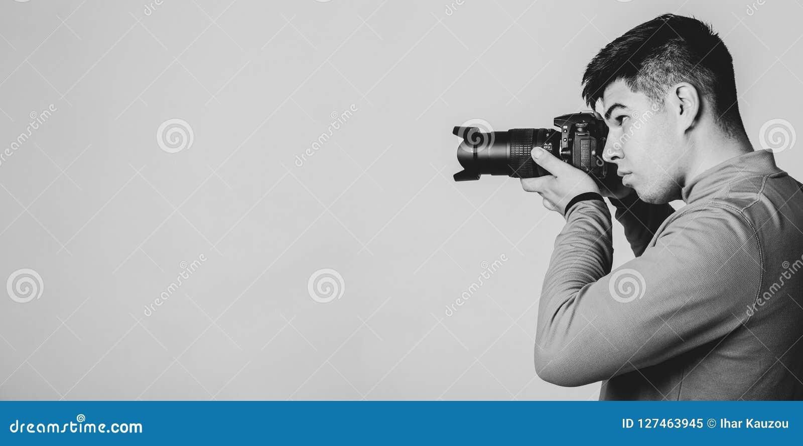 Fotógrafo asiático joven