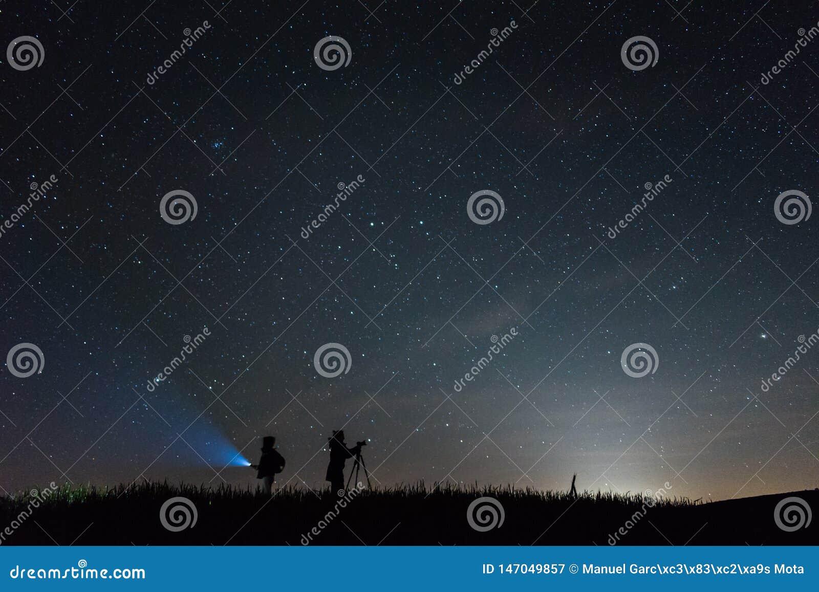 Fotógrafos en la noche