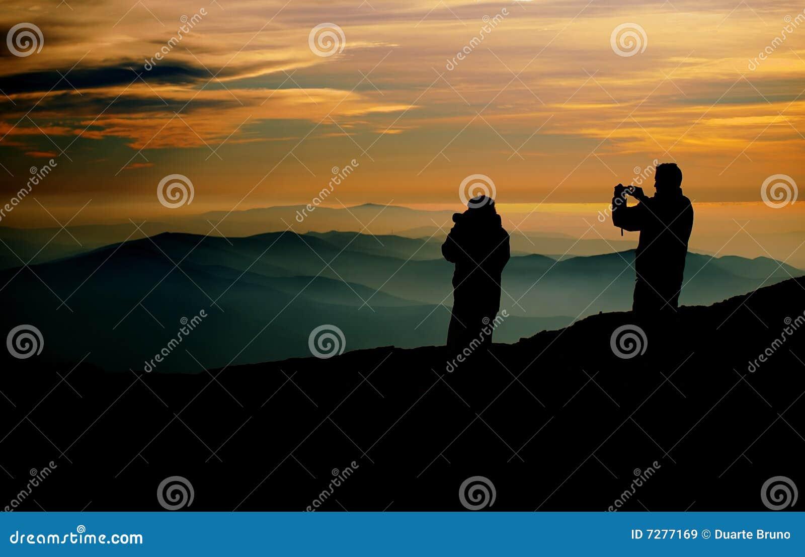 Fotógrafos en la puesta del sol