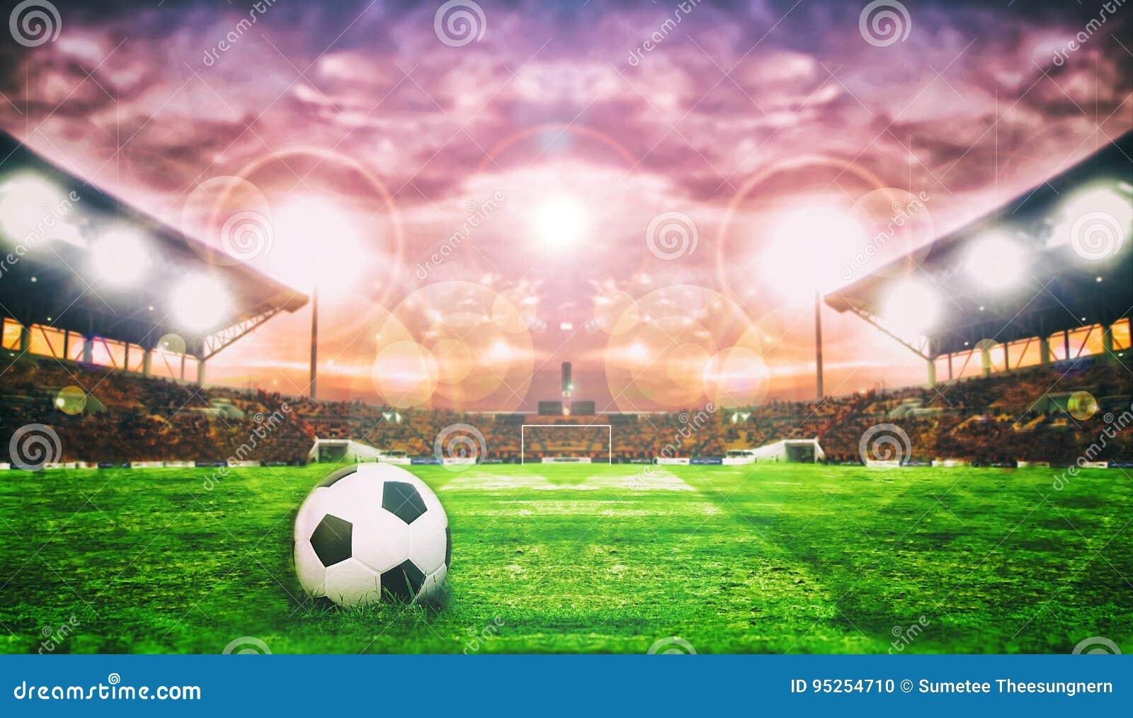 Fotbollboll på grönt fält av fotbollsarena för bakgrund