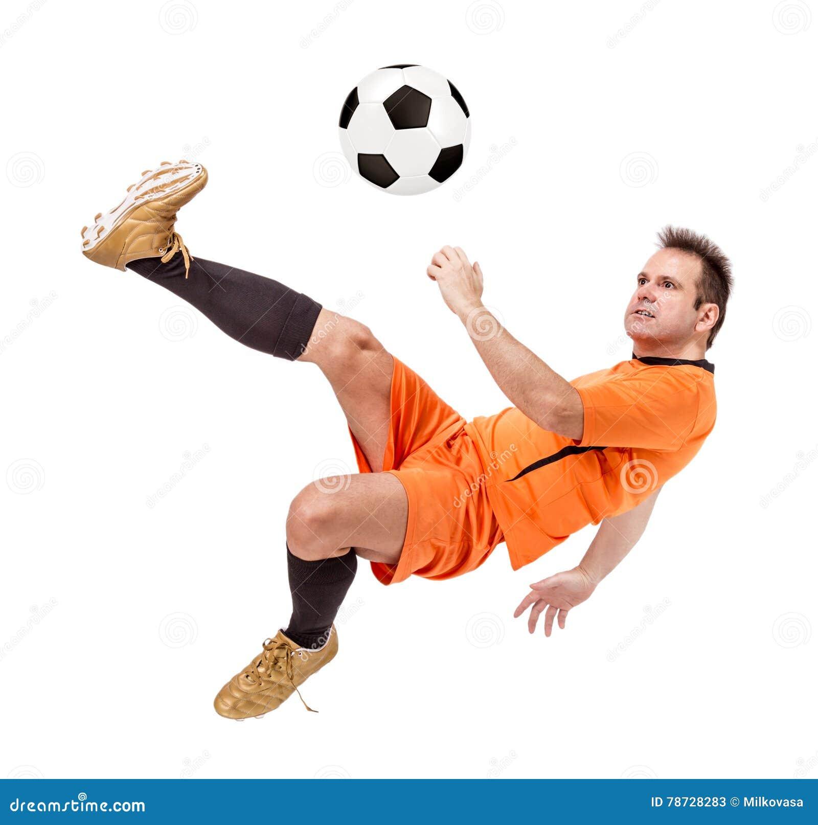 Fotbollfotbollsspelare som sparkar bollen
