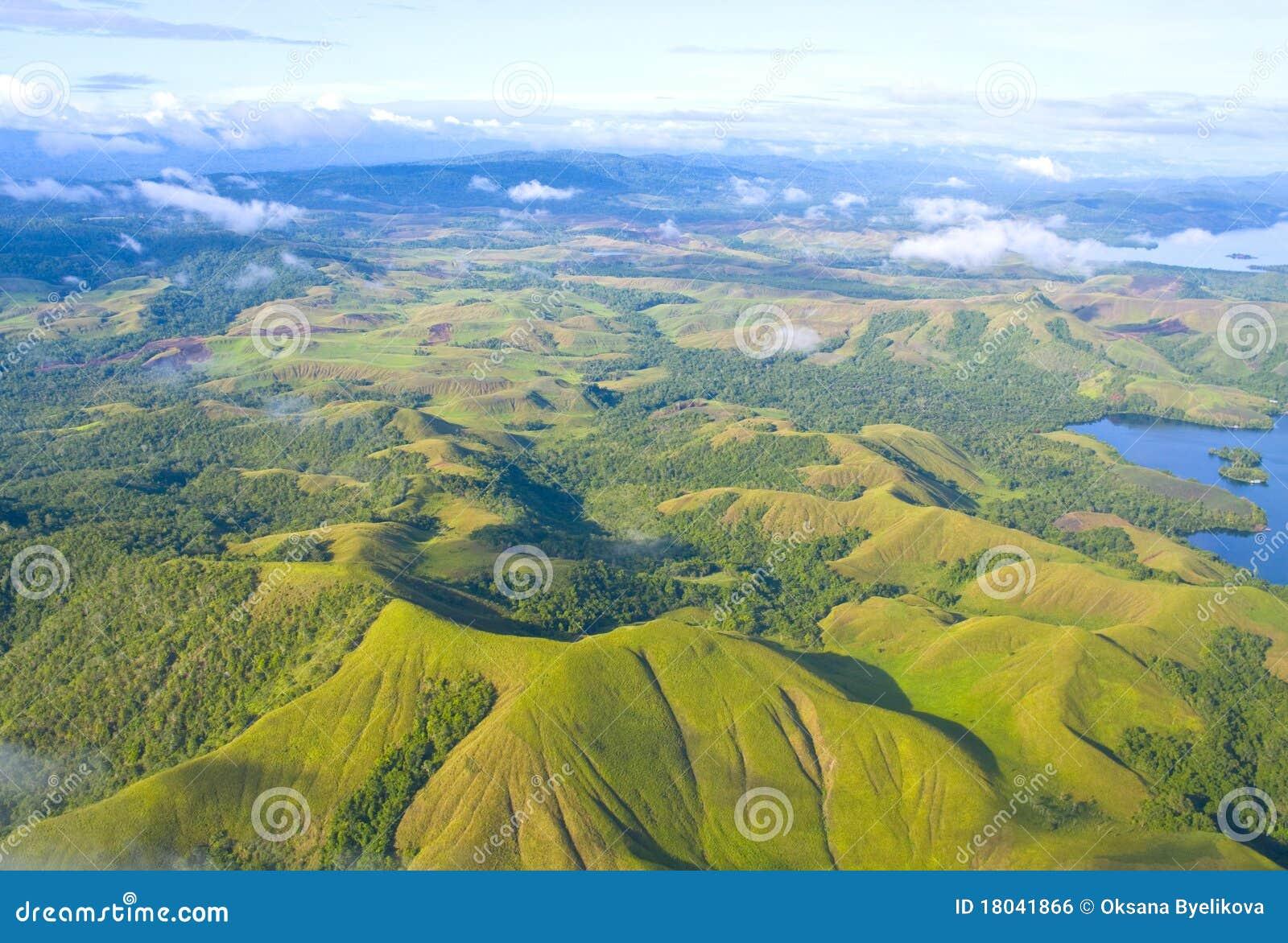 Foto aérea da costa de Nova Guiné
