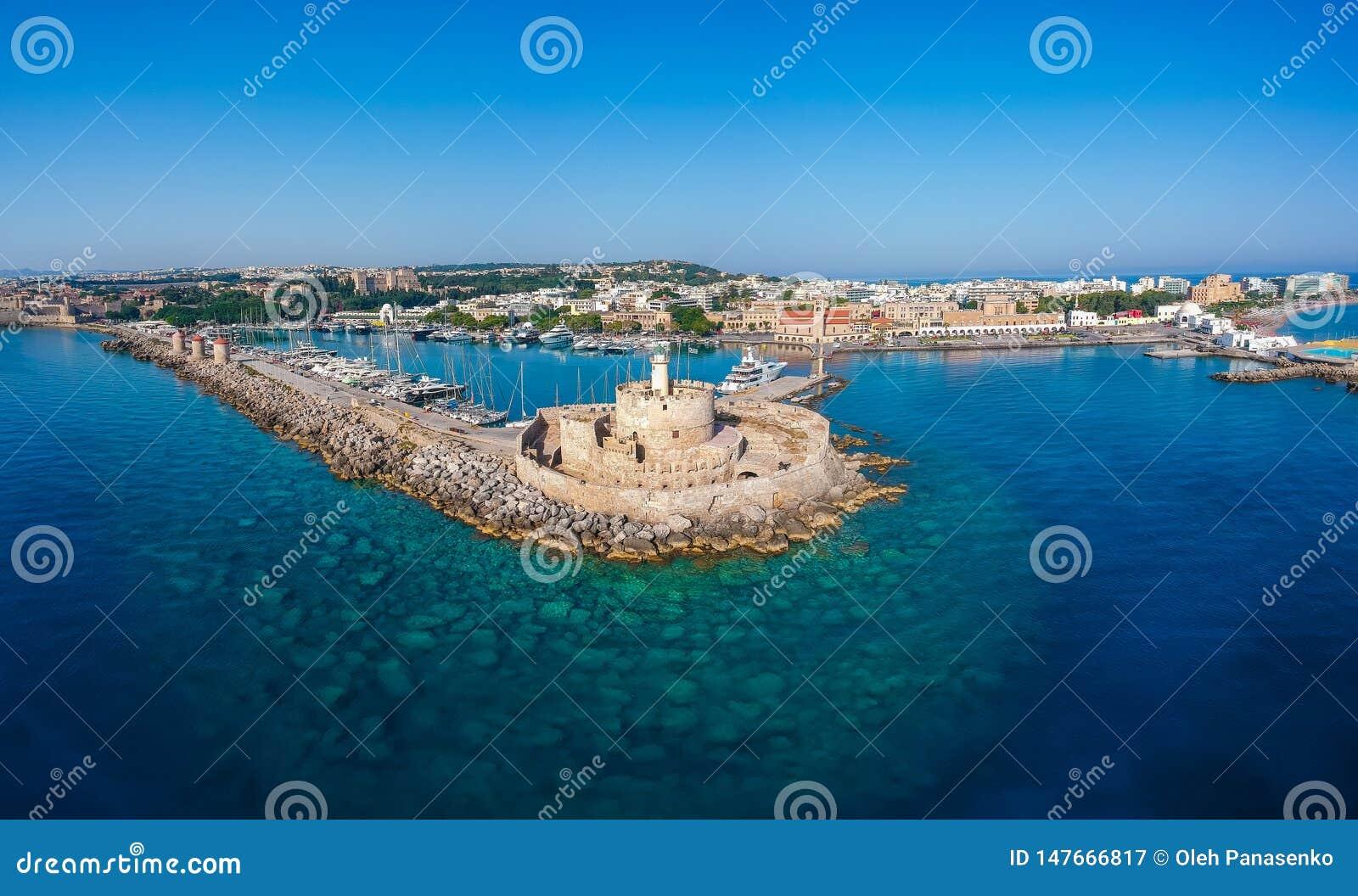 Foto aerea del fuco di vista di occhio di uccelli dell isola della citt? di Rodi, Dodecanese, Grecia Panorama con il porto di Man