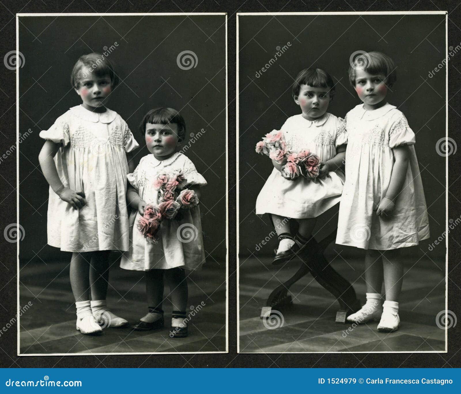 Foto antiga original - raparigas com flores