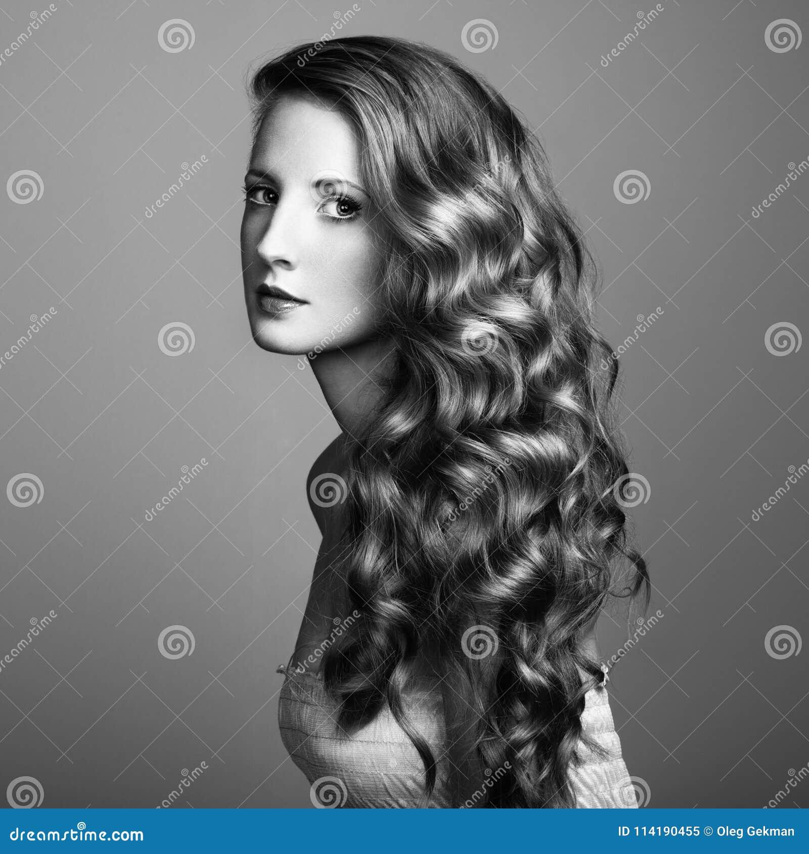 Foto av den härliga unga kvinnan