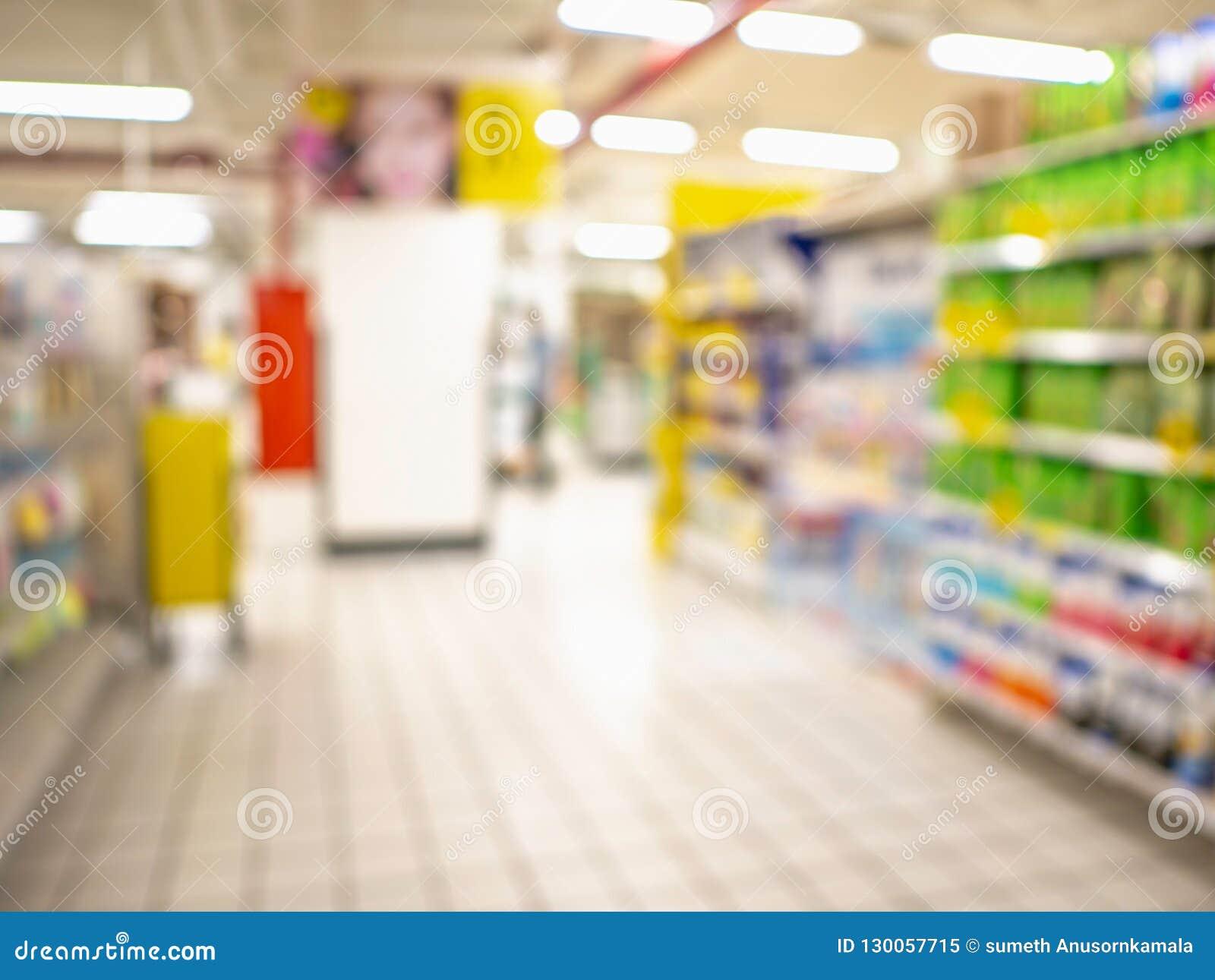 Foto borrada abstrata do supermercado sem povos