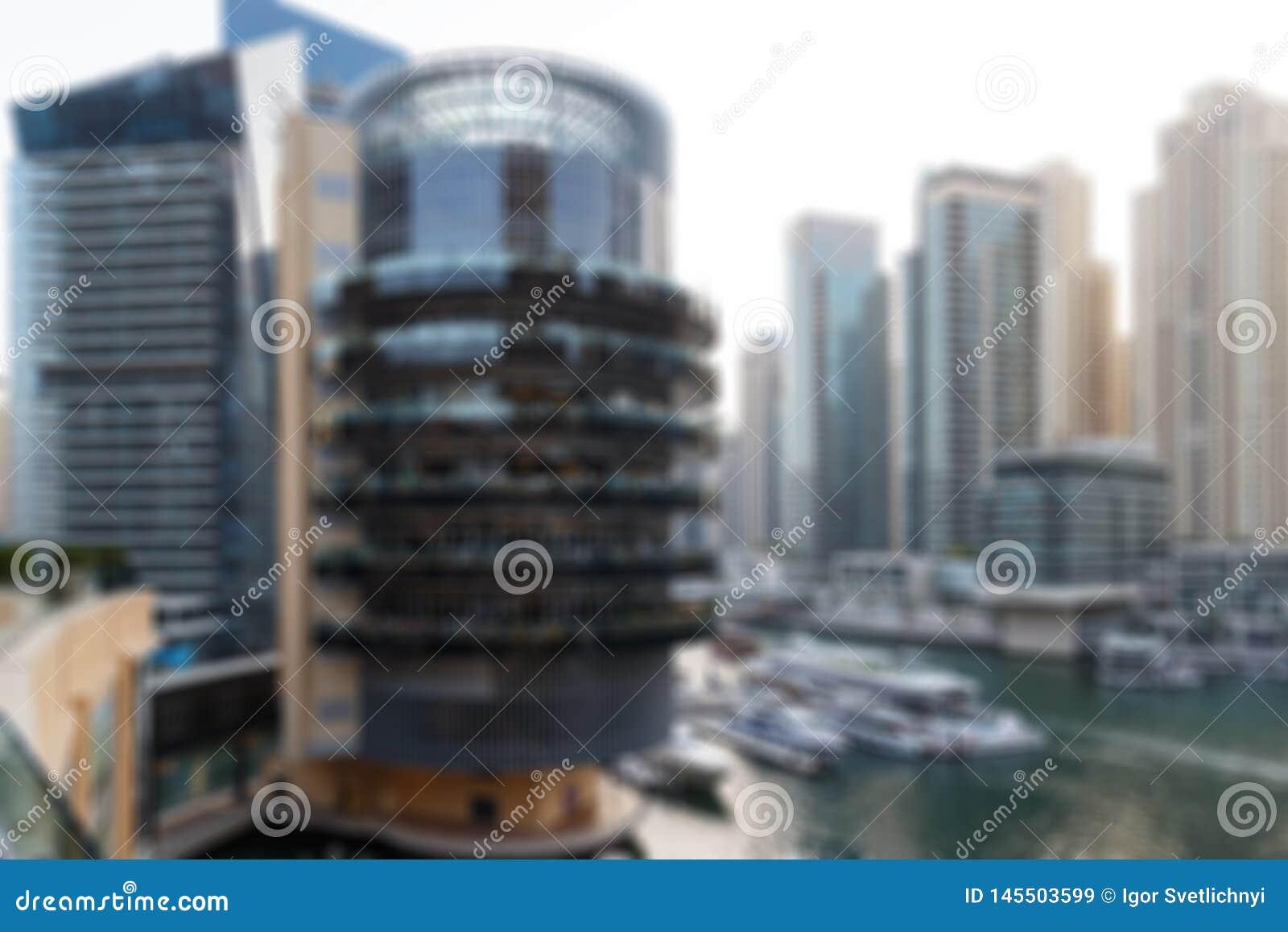 Foto borrada, arquitetura da cidade no tempo crepuscular