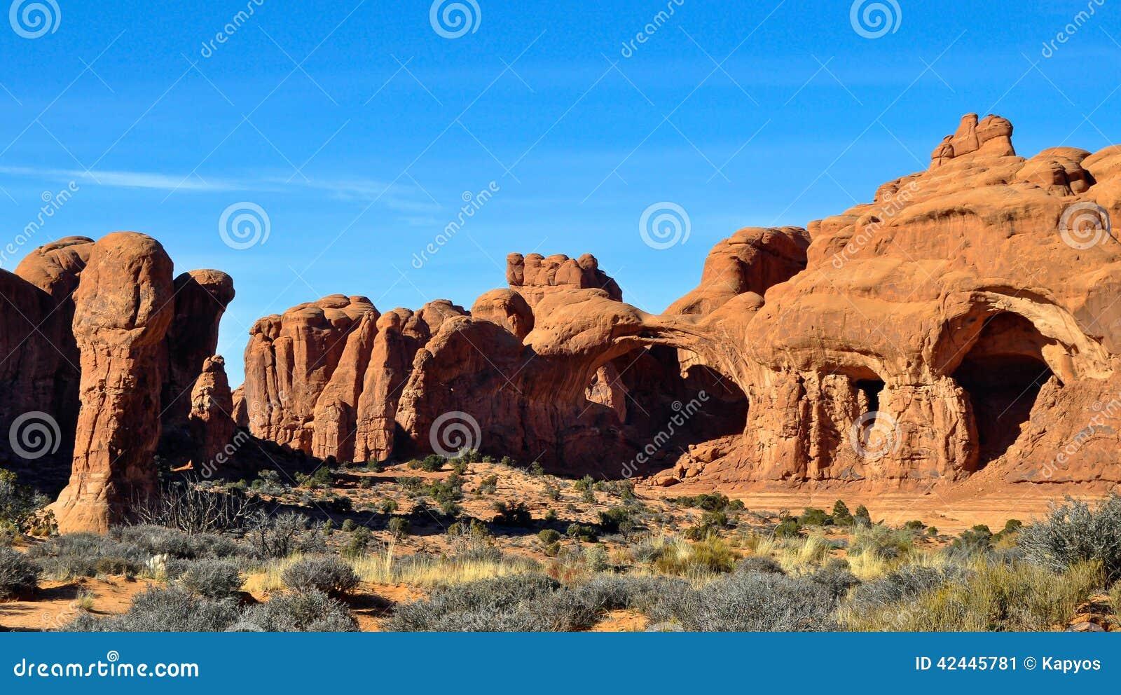 Foto común de la formación de roca roja, parque nacional de los arcos