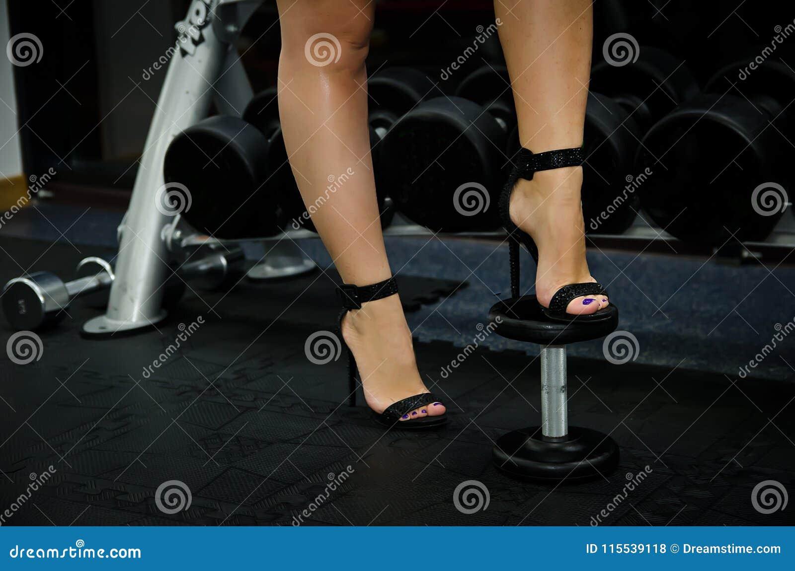 Tacones De Mujer Pesas Zapatos Común Foto Los Las En Por La Altos 7fybg6