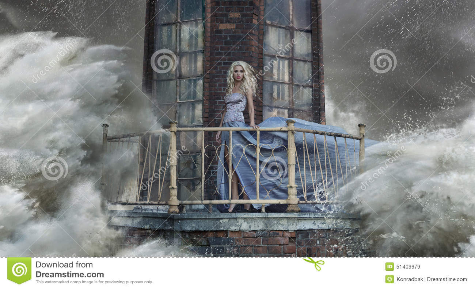 Foto conceptual de uma mulher que está no farol