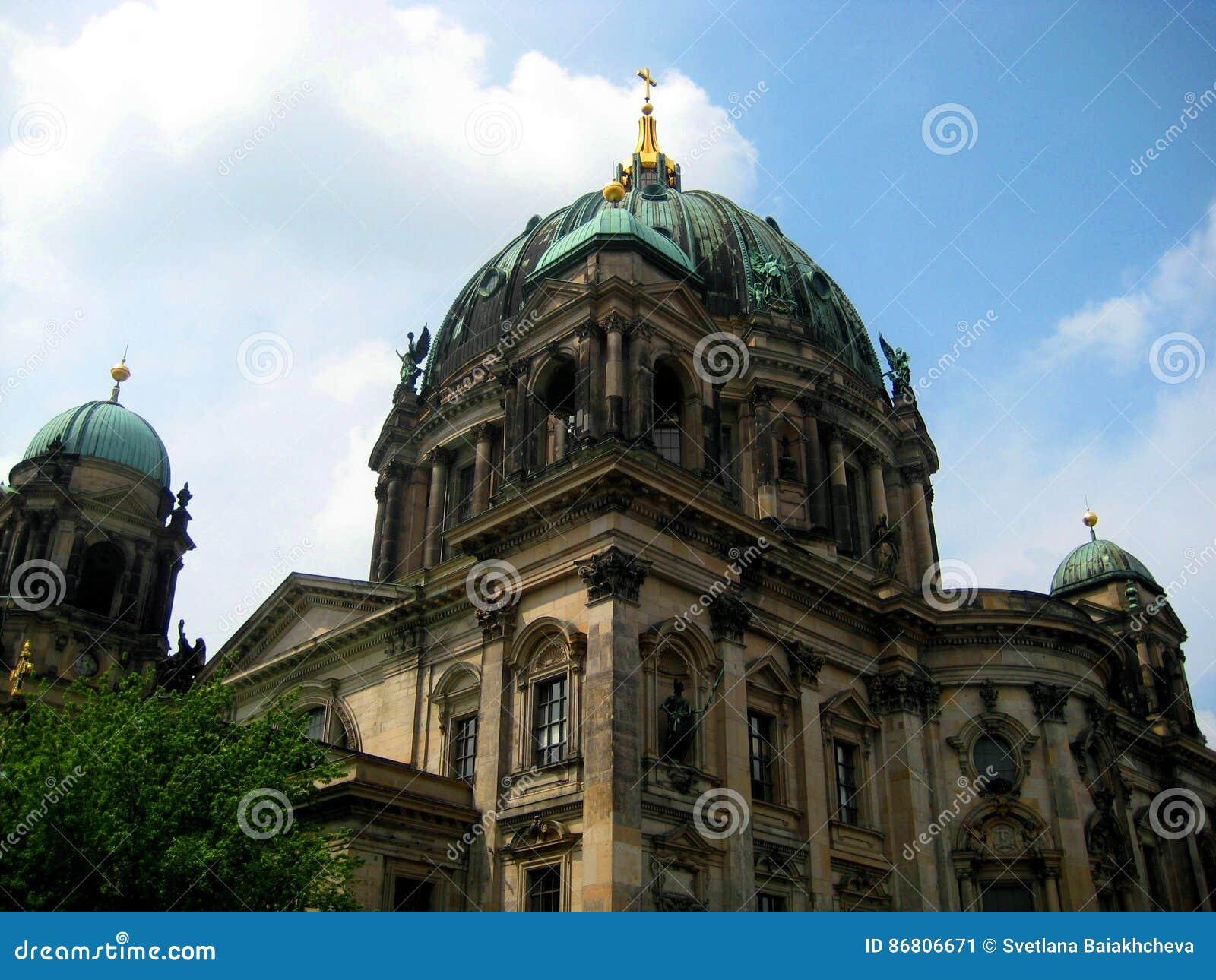 Foto da construção arquitetónica de Berlin Evangelical Cathedral ou da casa em Berlim