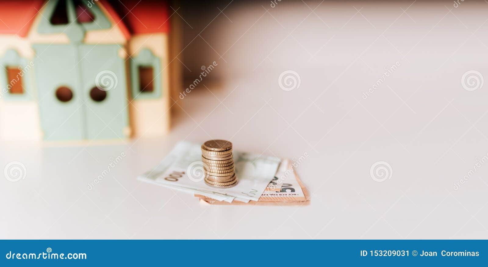 Foto de compra-venta de la acción de dinero de la inversión inmobiliaria del precio del préstamo de hipoteca de la casa